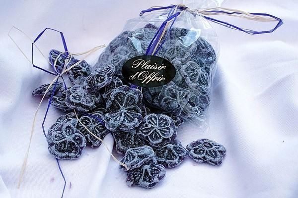 Десерт — Засахаренные цветы фиалок