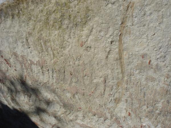Дольмен в Пионерском, Крым: орнамент нанесенный охрой