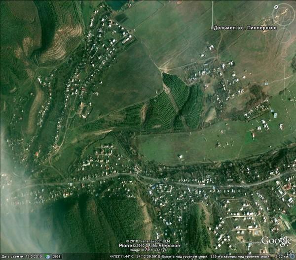снимок из космоса месторасположения дольмена в Пионерском