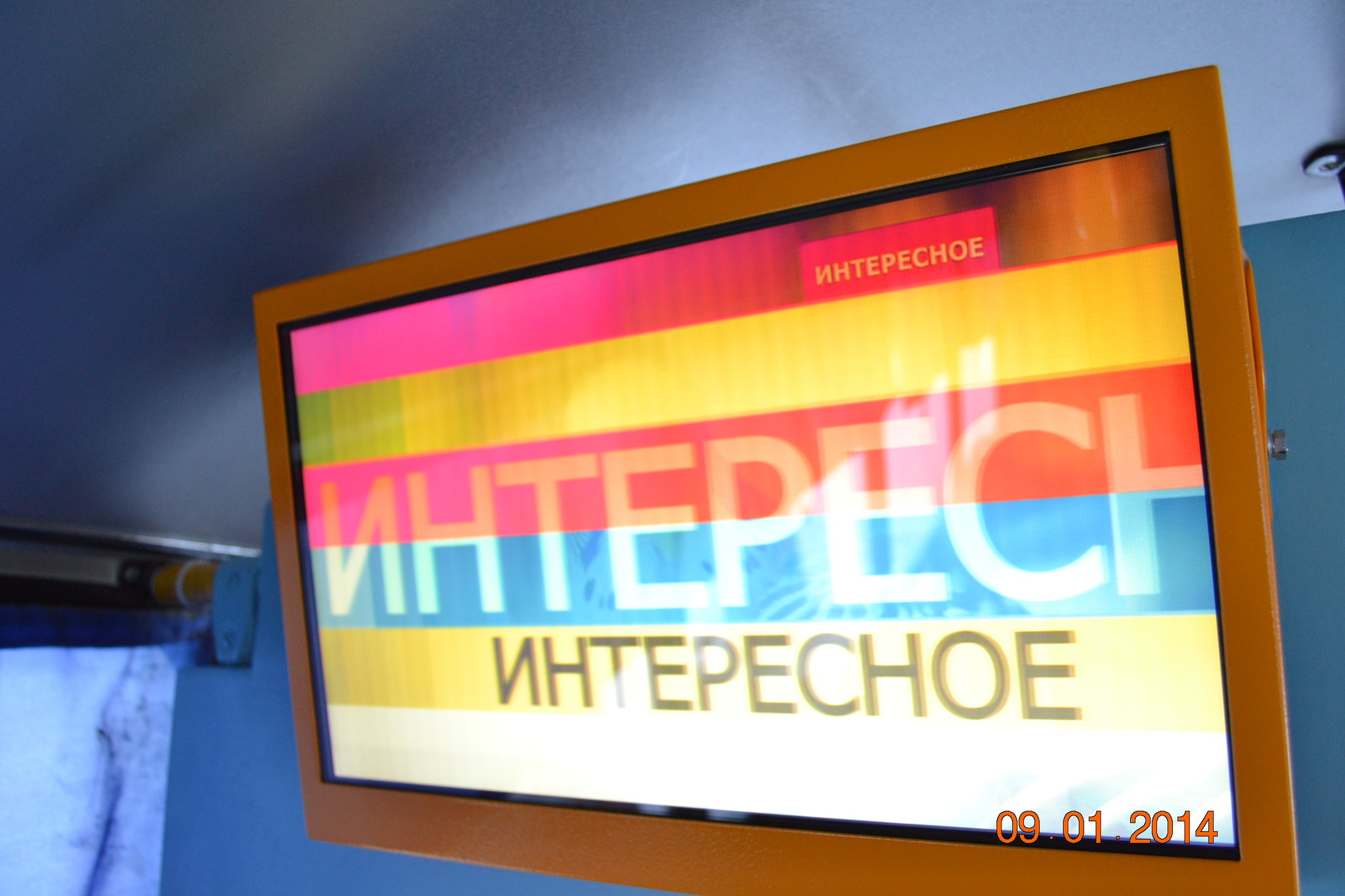 Монитор для видео рекламы в городском пассажирском транспорте с развлекательно-информационным контентом