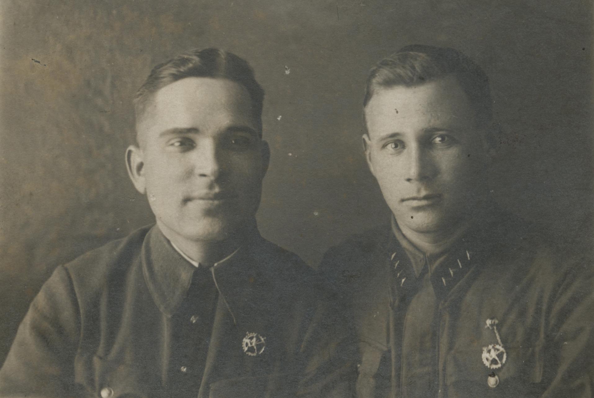 Щепотин Василий Леонтьевич (справа)