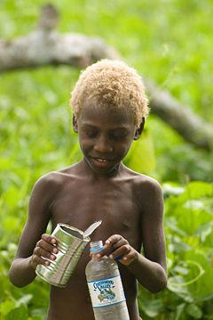 Картинки по запросу Белокурые индийцы — самая большая семья альбиносов