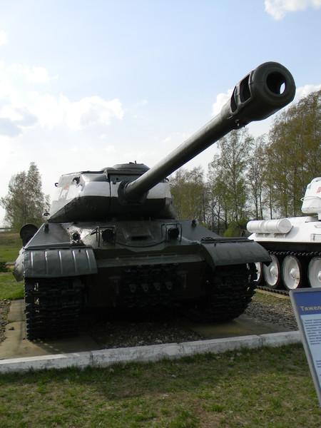 Тяжёлый танк ИС-2 в Кубинке (Центральный музей бронетанкового вооружения и техники Министерства обороны Российской Федерации)