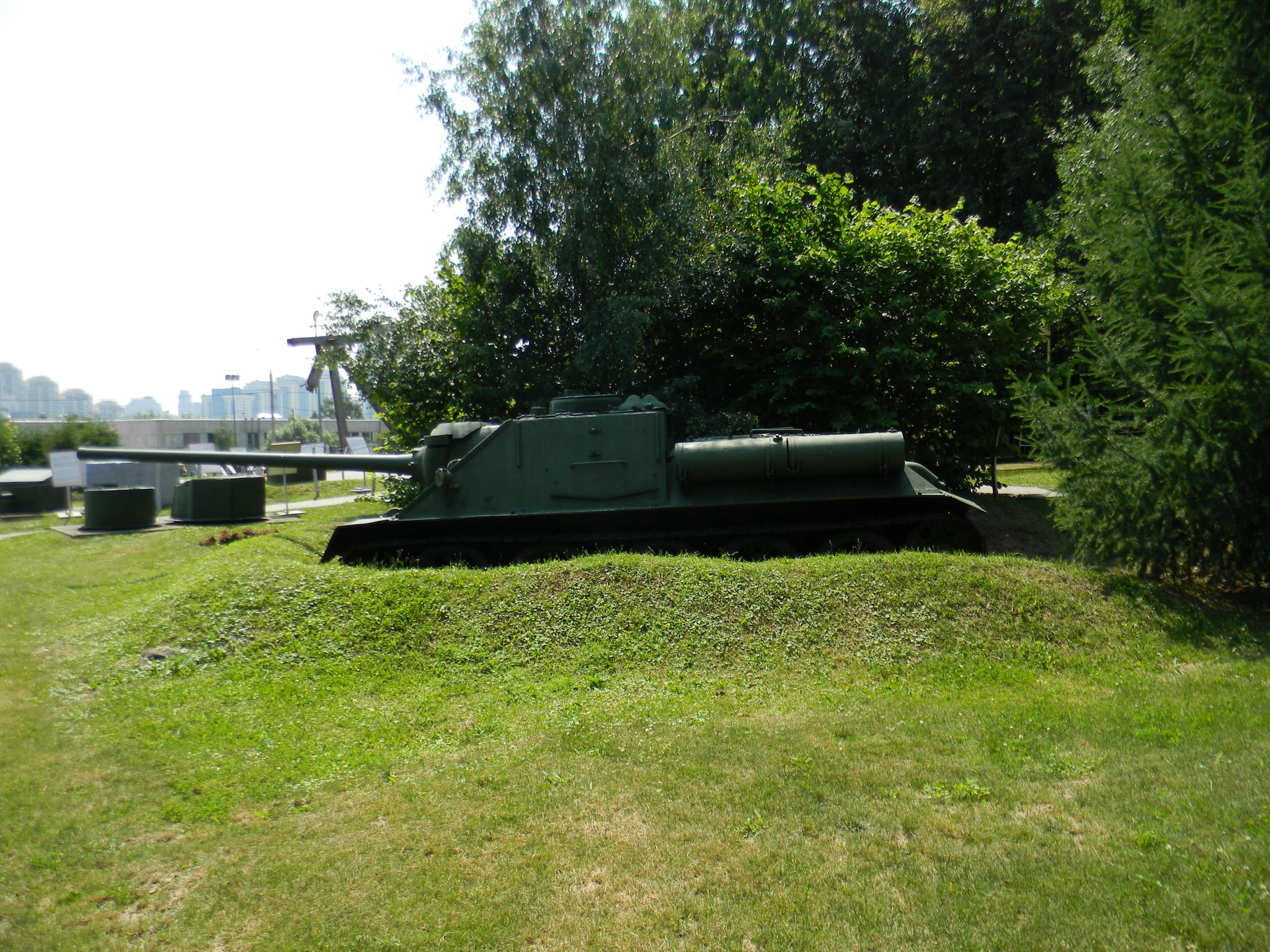 Самоходно-артиллерийская установка СУ-100 (Центральный музей Великой Отечественной войны 1941-1945 гг.)