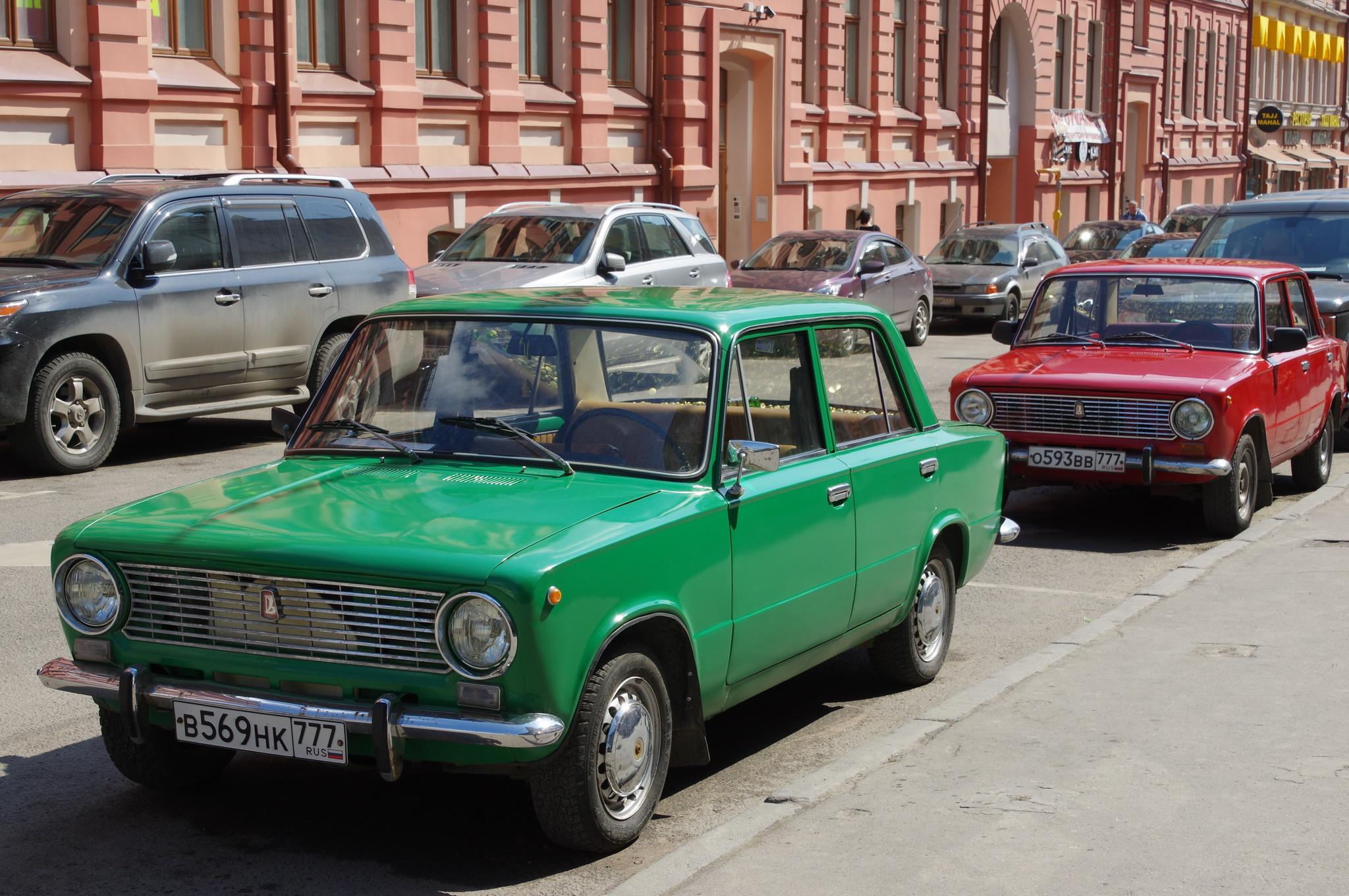 Автомобили ВАЗ-2101 в Арбатском переулке