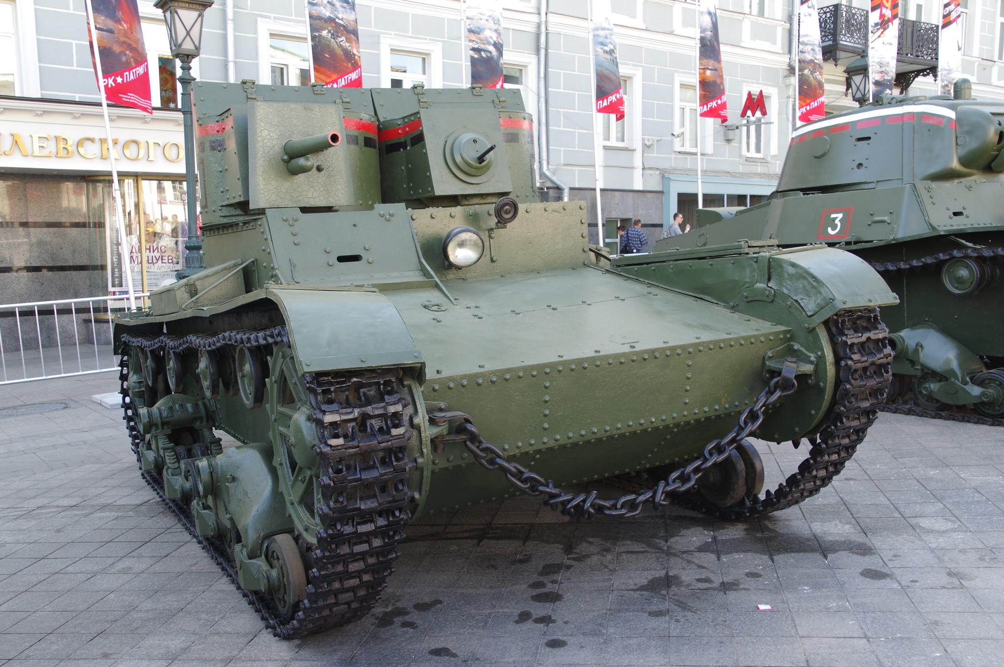 Т-26 с клёпаным корпусом и башнями и пулемётно-пушечным вооружением