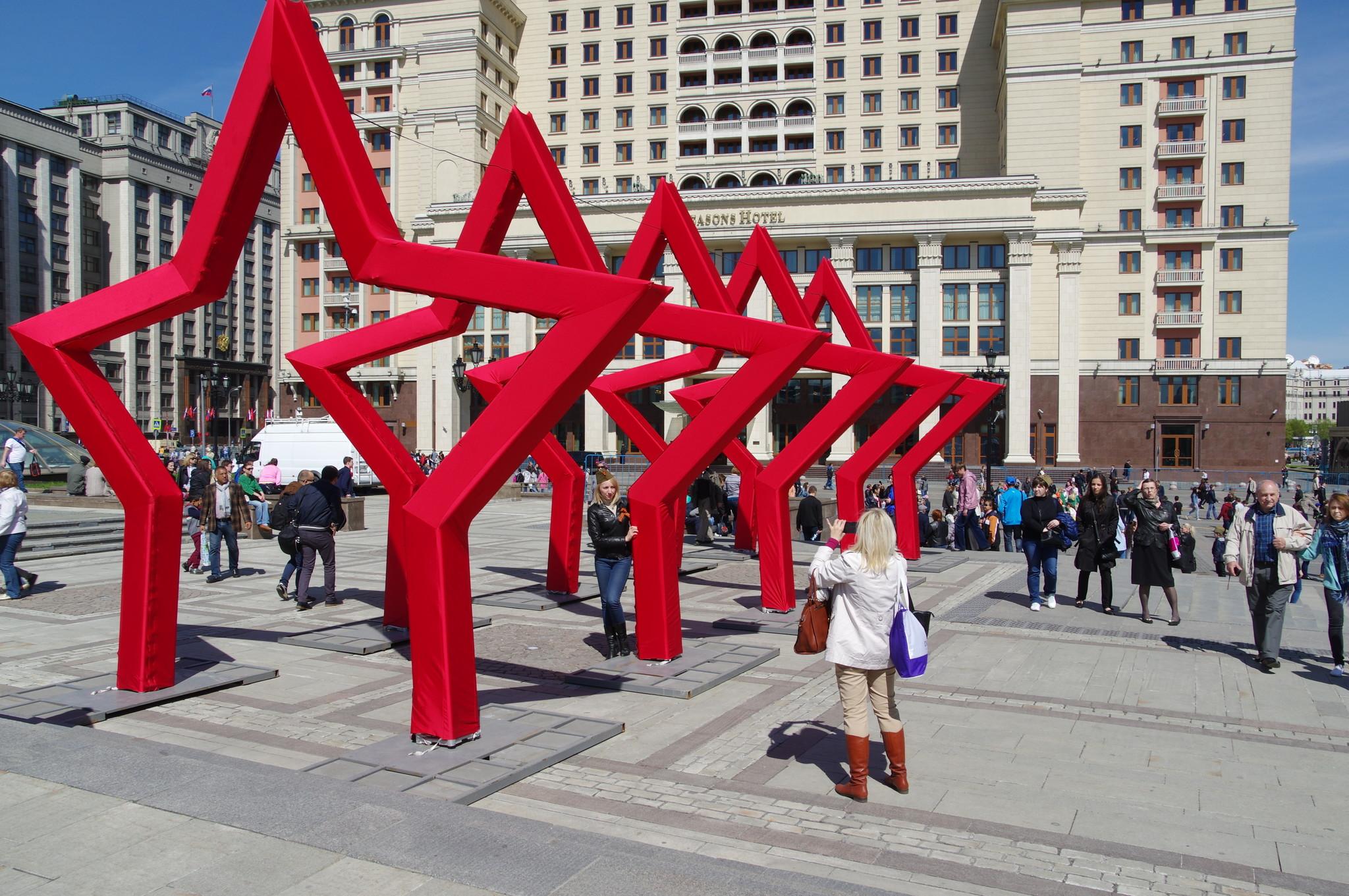 На Манежной площади установили звёзды