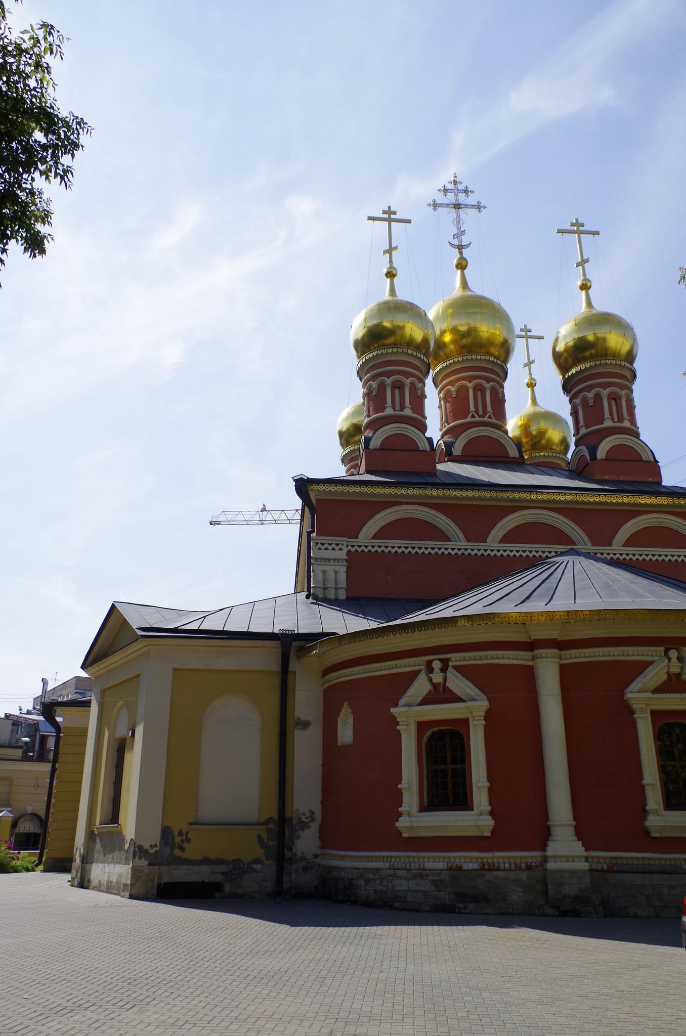 Церковь Николая Чудотворца на Щепах была освящена в честь святого Николая Мирликийского (1-й Смоленский переулок, дом 20)