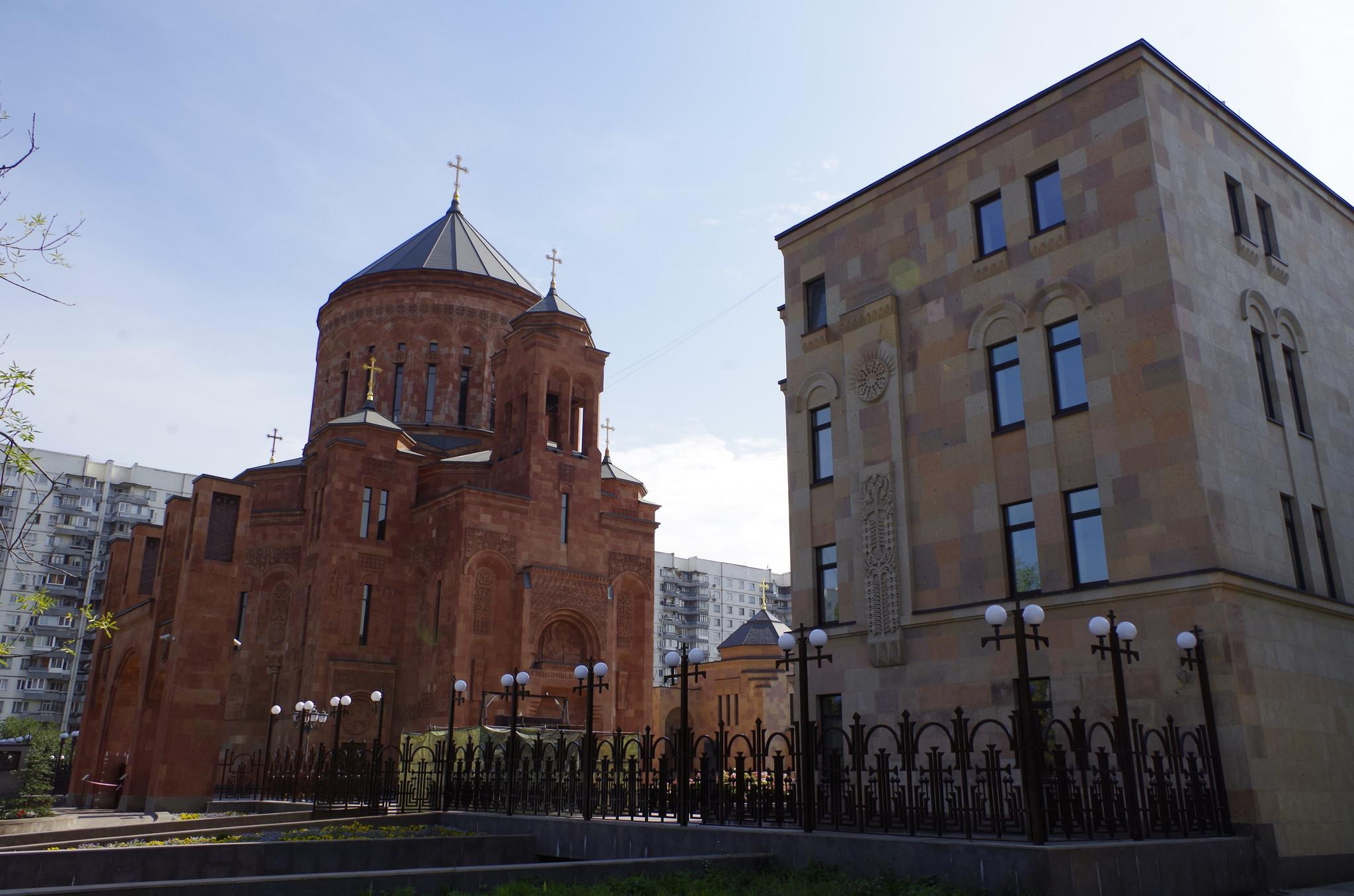 Храмовый комплекс Армянской апостольской церкви на пересечении Олимпийского проспекта и Трифоновской улицы
