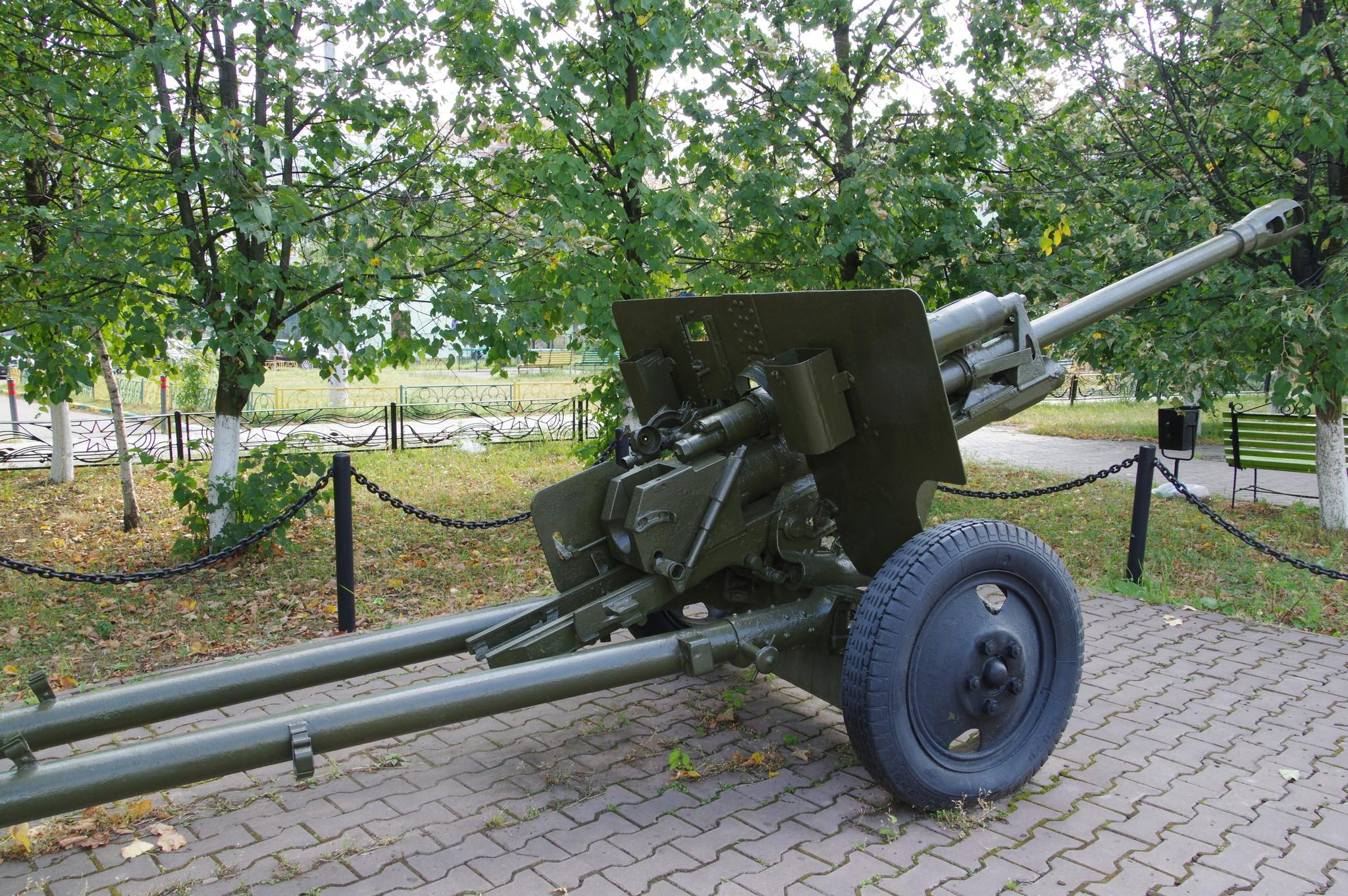 76-мм дивизионная пушка образца 1942 года (ЗИС-3). Московская область, город Краснознаменск. «Аллея Славы»