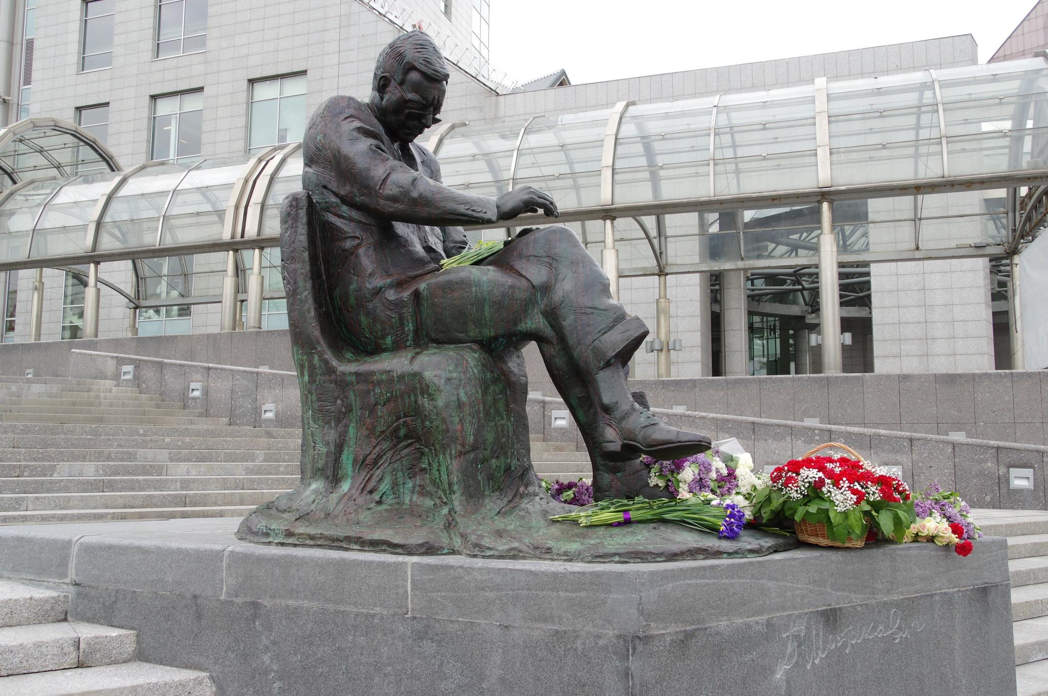 Памятник композитору Дмитрию Шостаковичу в Москве