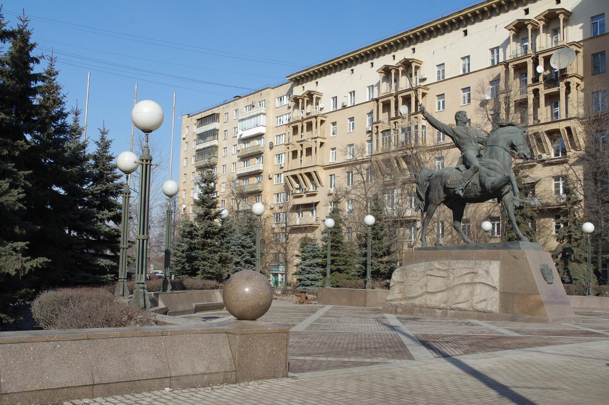 Памятник Петру Багратиону в Москве
