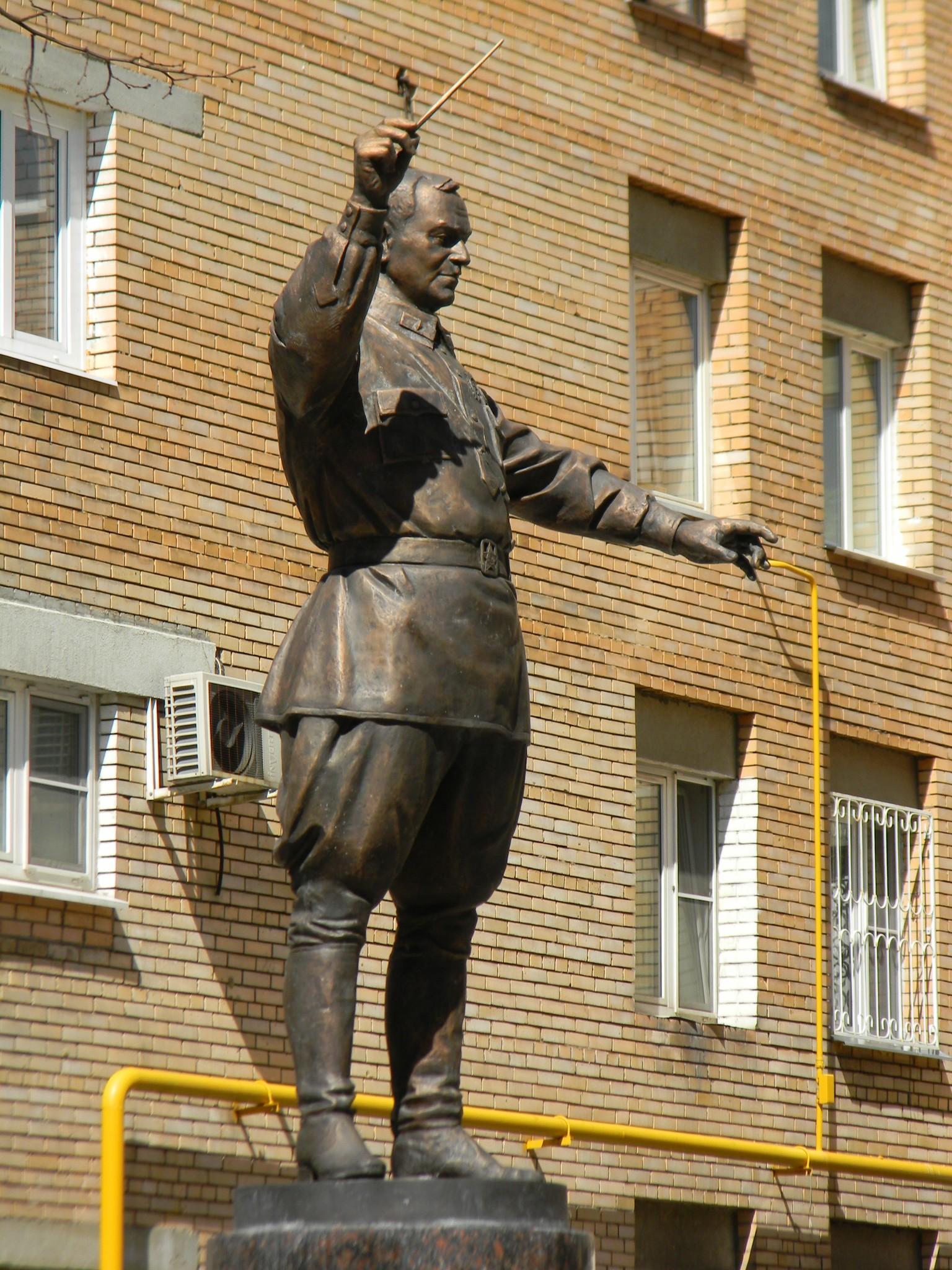Памятник генерал-майору А.В. Александрову