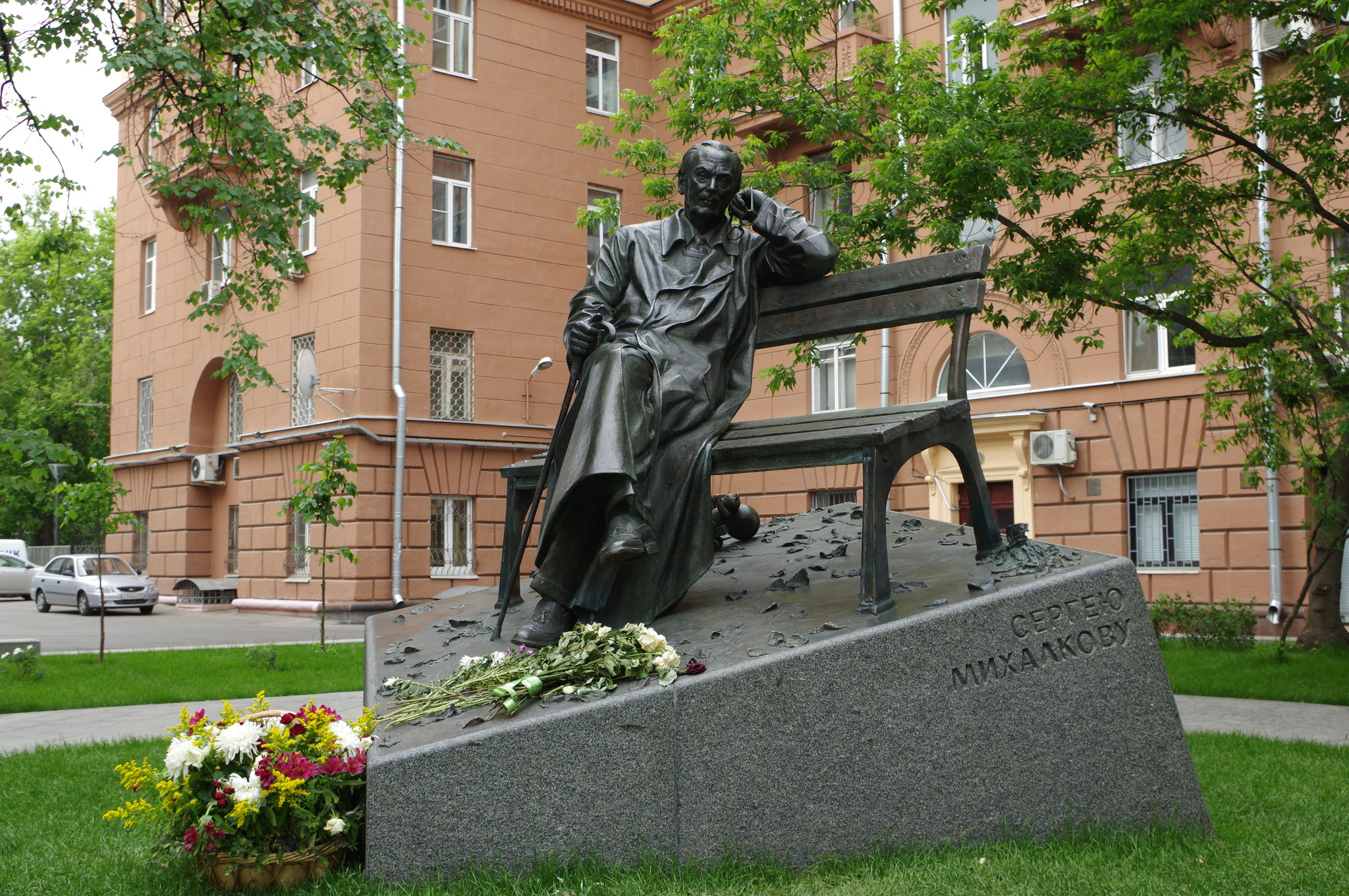 Памятник поэту Сергею Владимировичу Михалкову