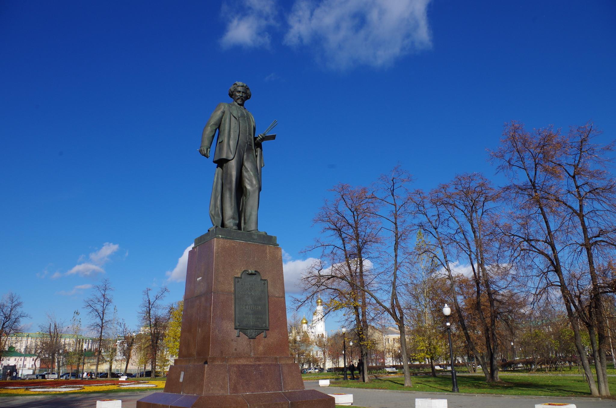 В 1958 году в Москве на Болотной площади был открыт памятник Илье Ефимовичу Репину