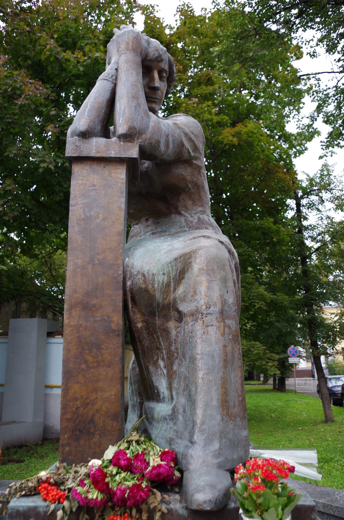 Памятник Марине Цветаевой в Борисоглебском переулке