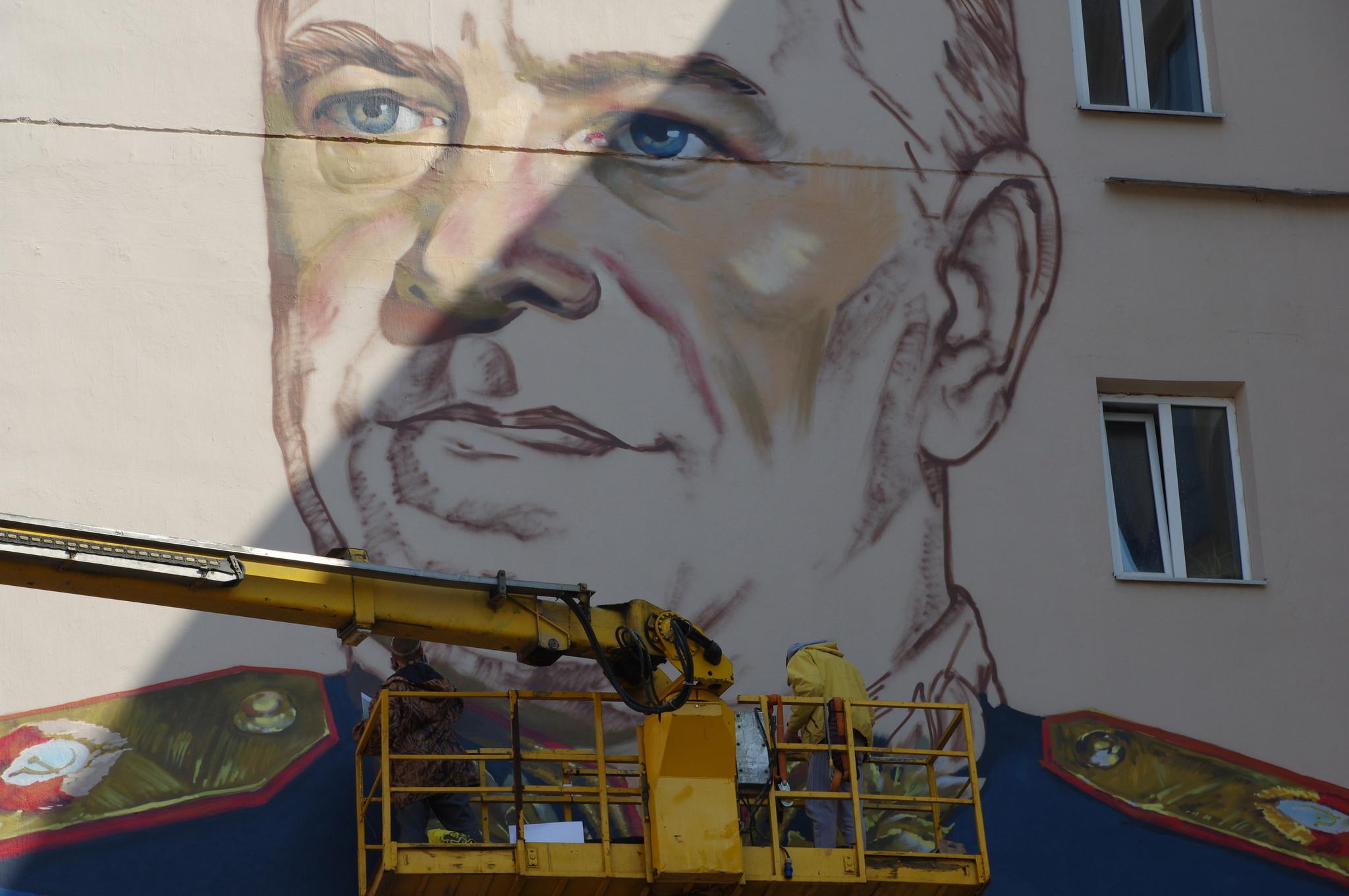 Это будет самый большой портрет маршала Г.К. Жукова в мире (улица Арбат, дом 17)