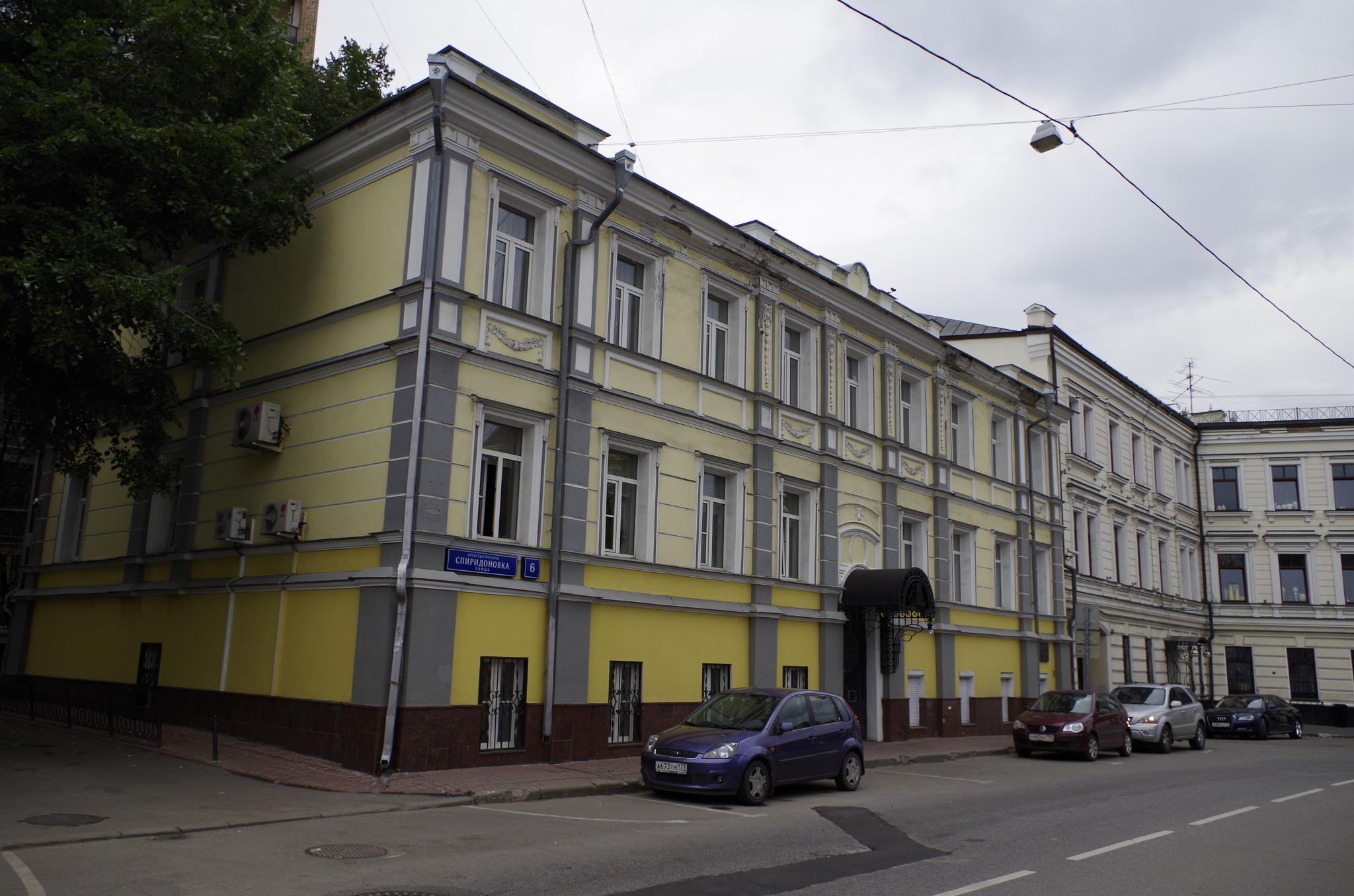 В этом доме зимой 1903-1904 годов жил поэт А.А. Блок (улица Спиридоновка, дом 6)