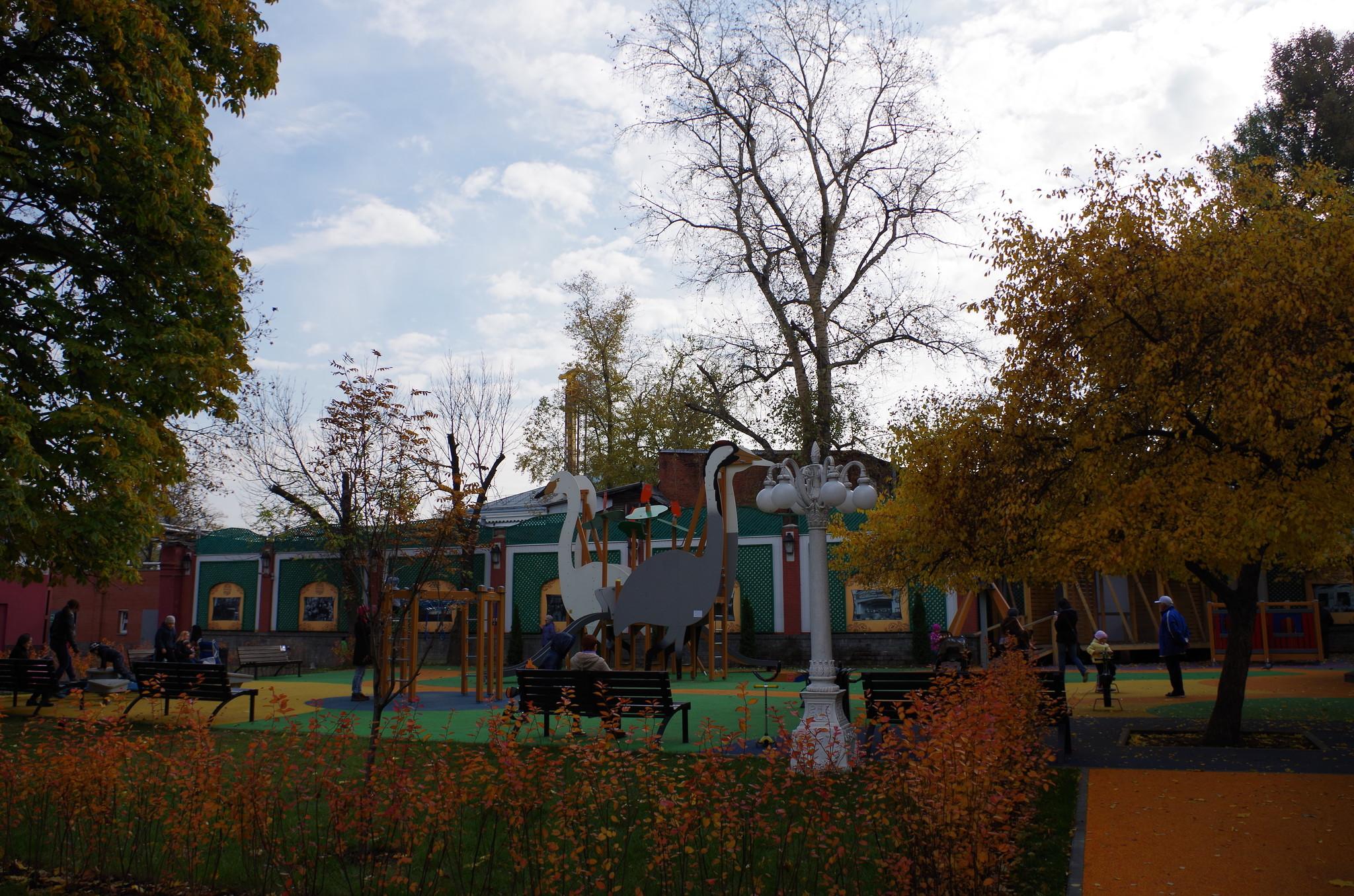 Детская площадка в саду Эрмитаж