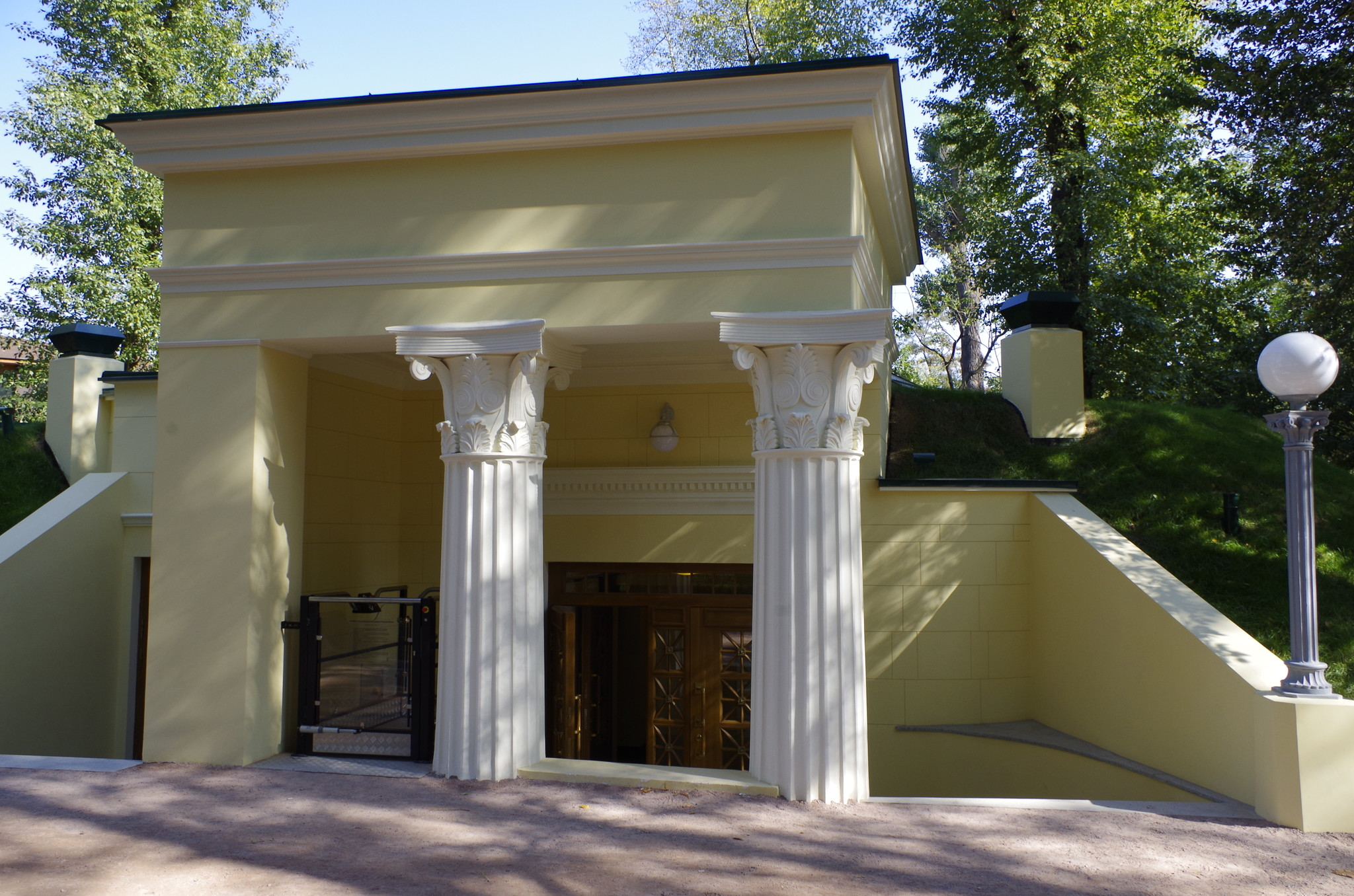 Здание общественного туалета в Центральном парке культуры и отдыха имени Горького