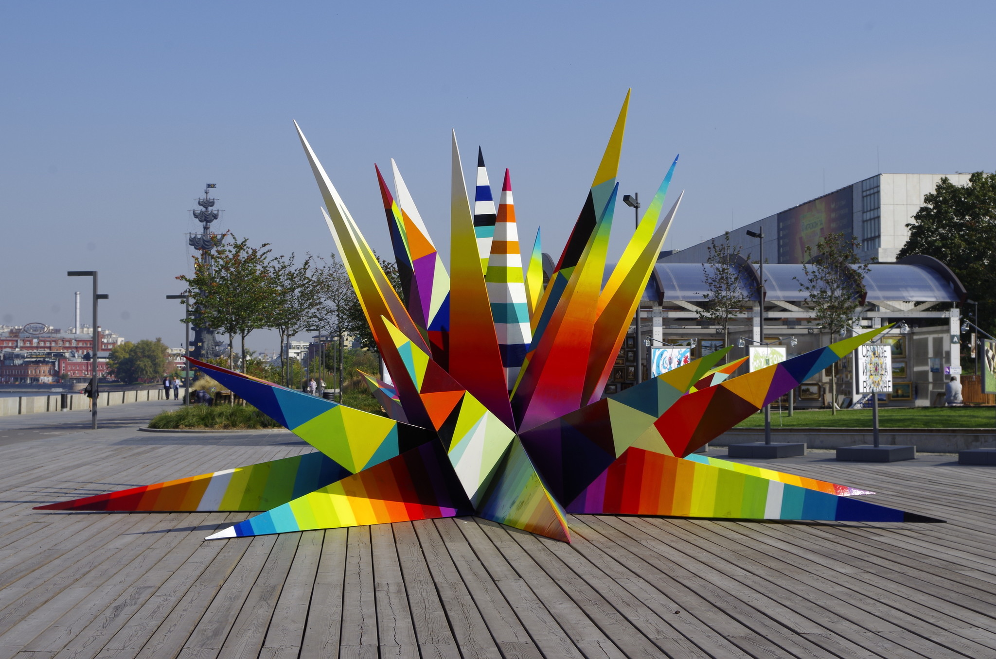 Kaos Star - новая работа испанского художника Okuda на территории парка искусств МУЗЕОН