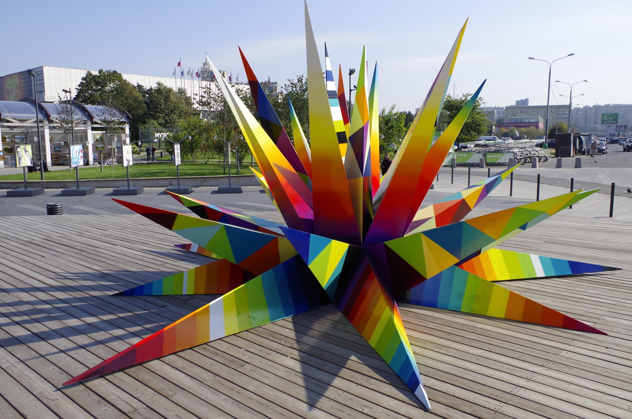 Kaos Star — новая работа испанского художника Okuda