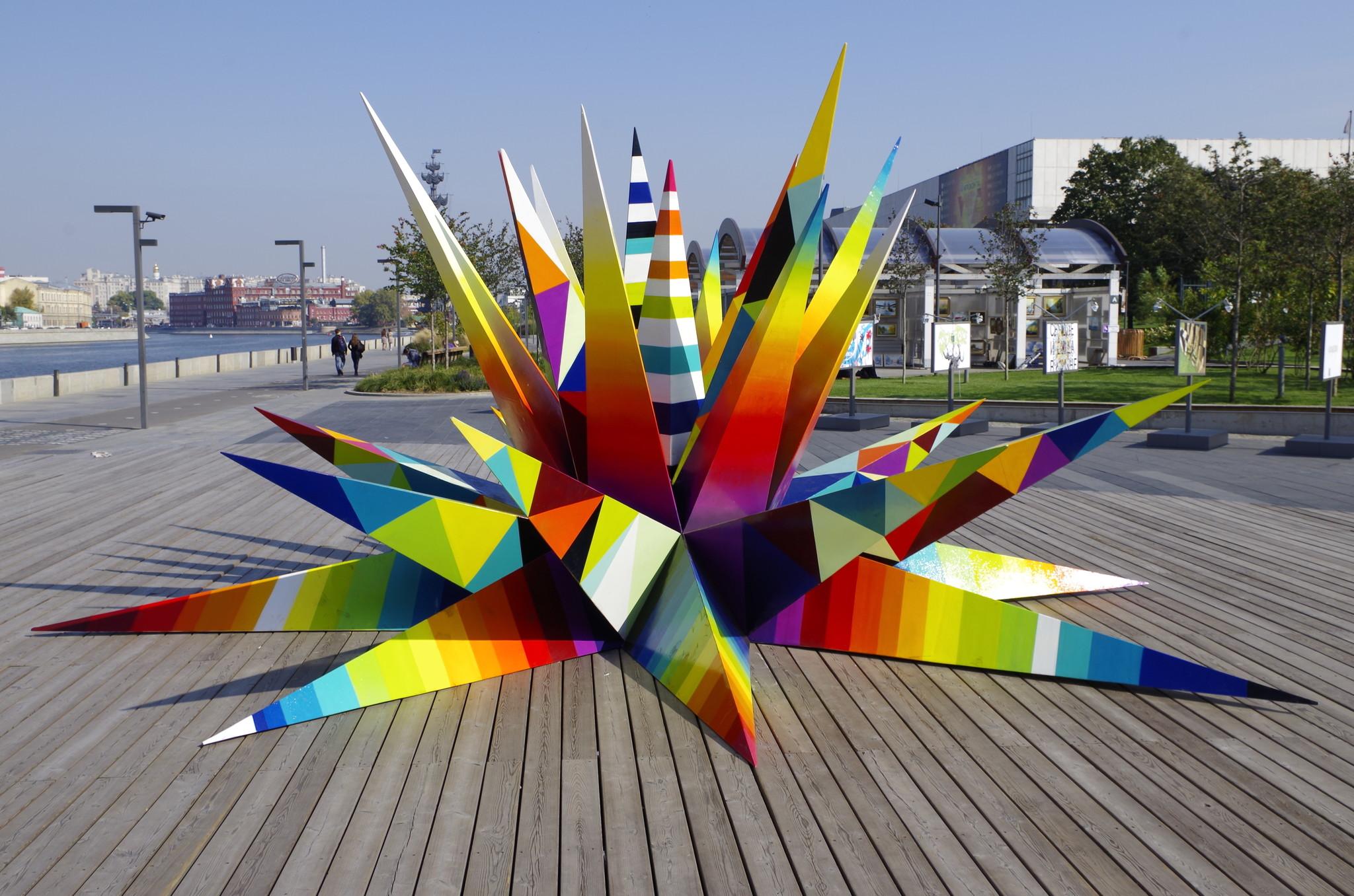 Разноцветная звезда упала на Крымскую набережную