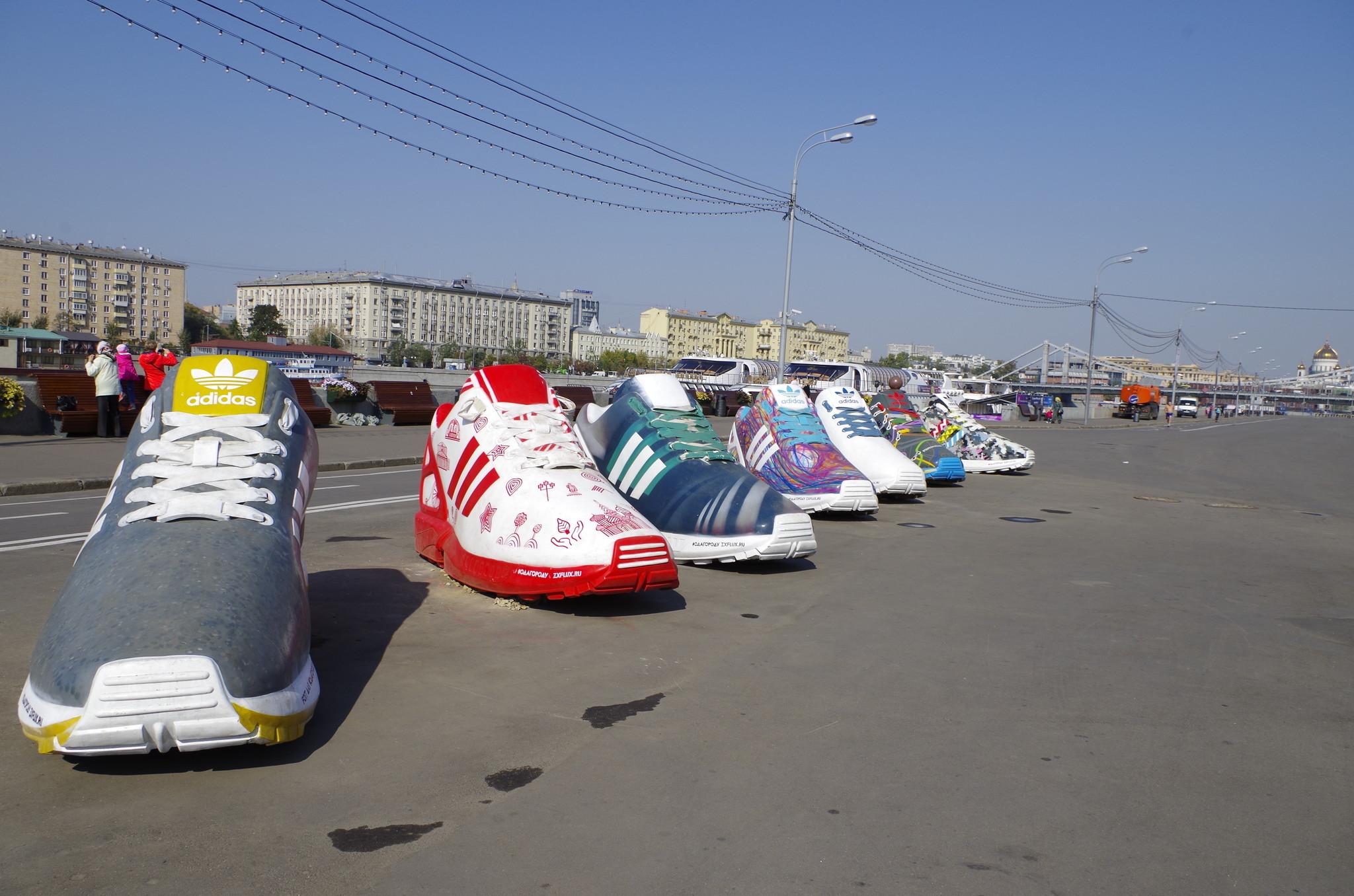 Проект «Ода городу» объединяет альтернативное современное искусство и уличную моду