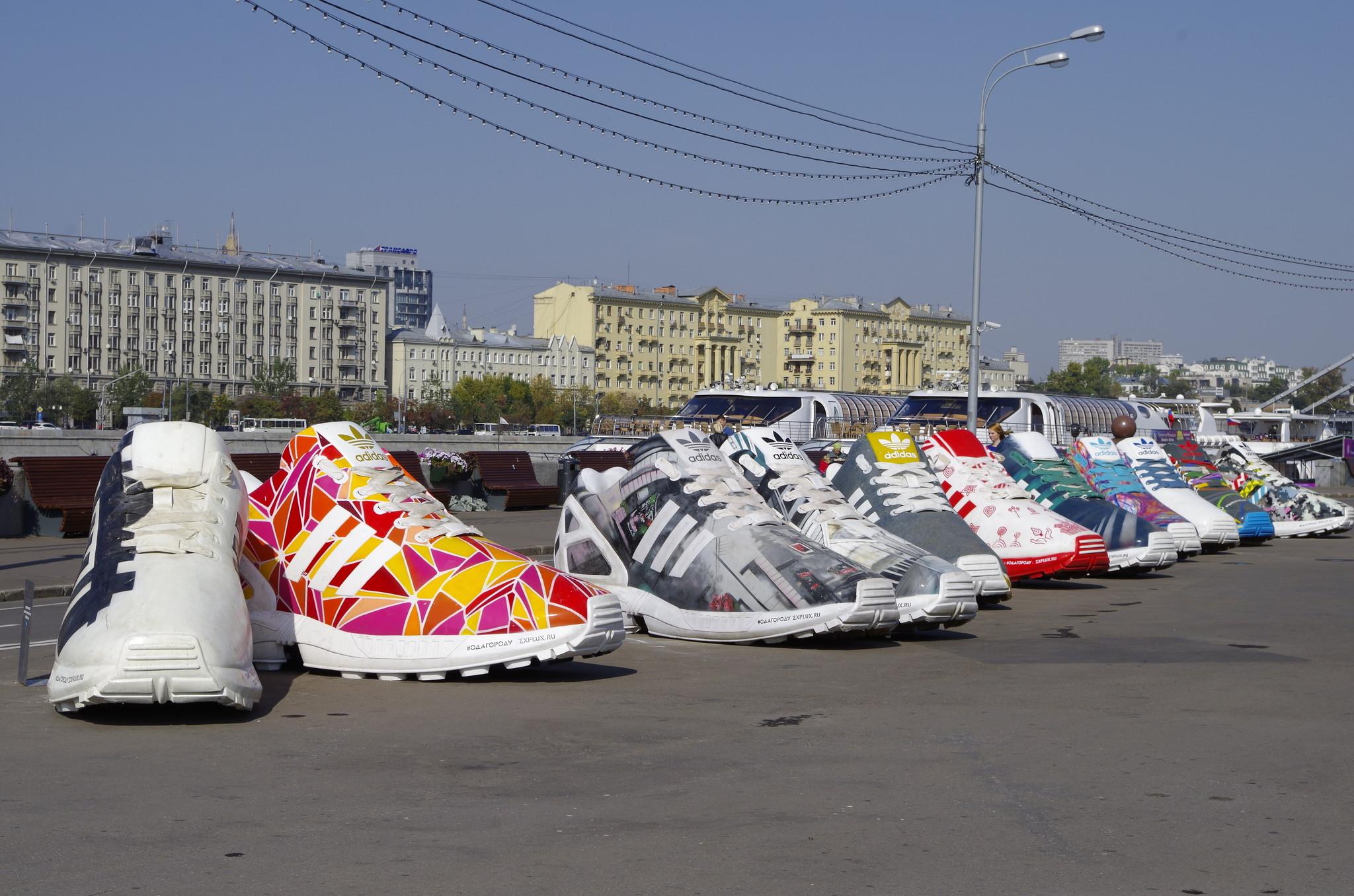 На Пушкинской набережной Парка Горького