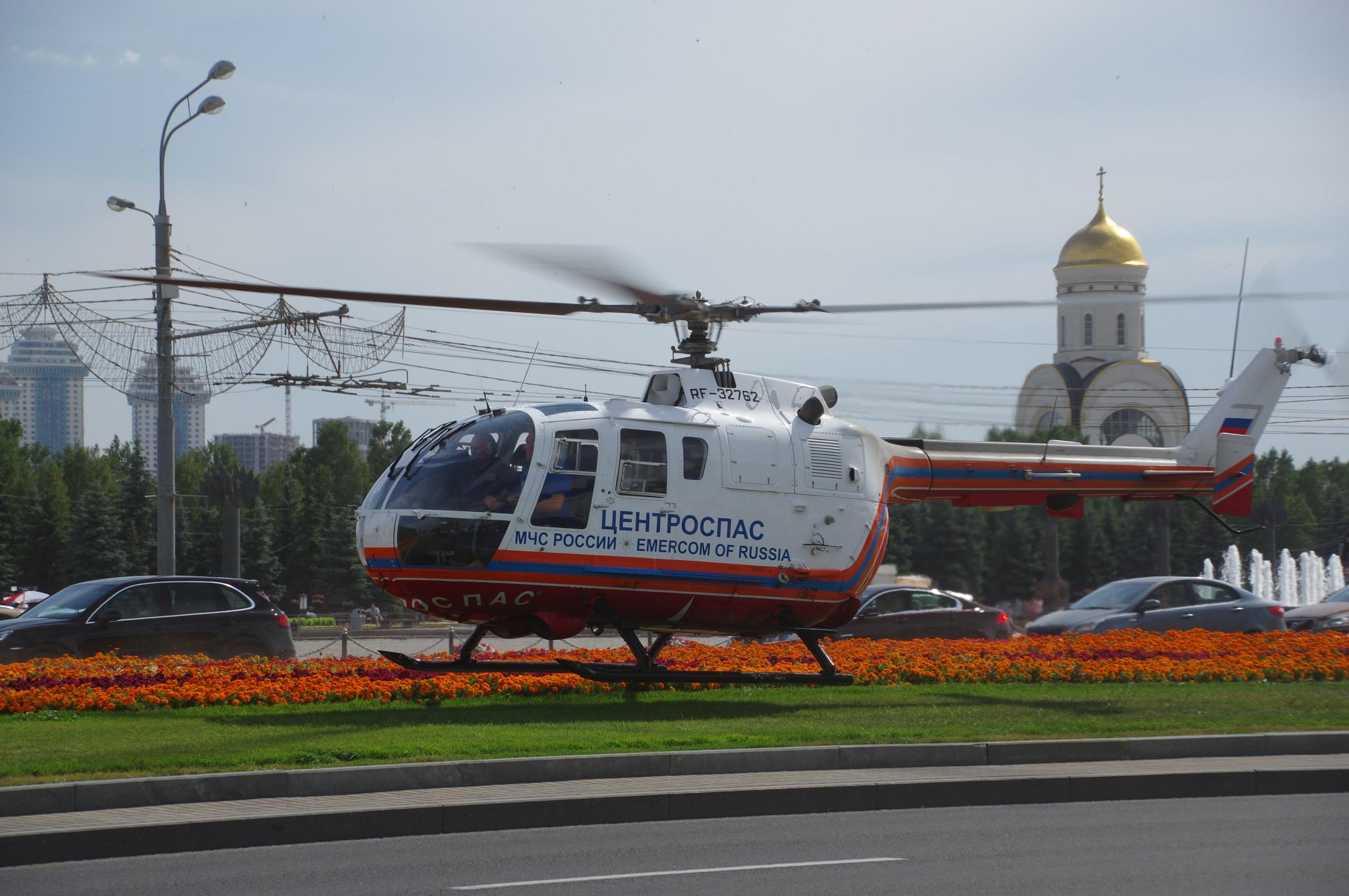 Вертолёт Bo.105 RF 32762 «Цетроспаса» МЧС России на Кутузовском проспекте