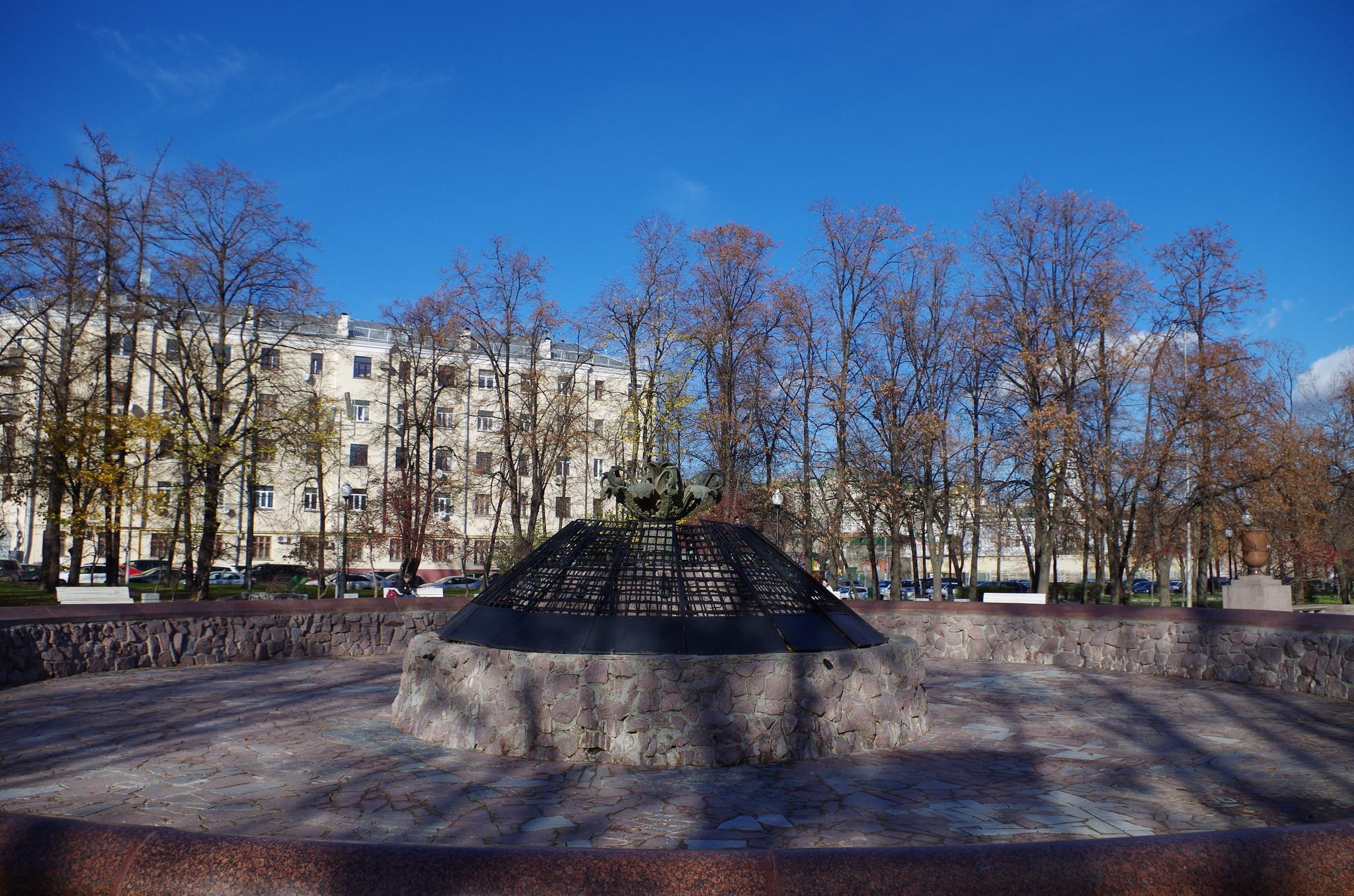 Болотный (или Репинский) фонтан был открыт в 1948 году на Болотной площади