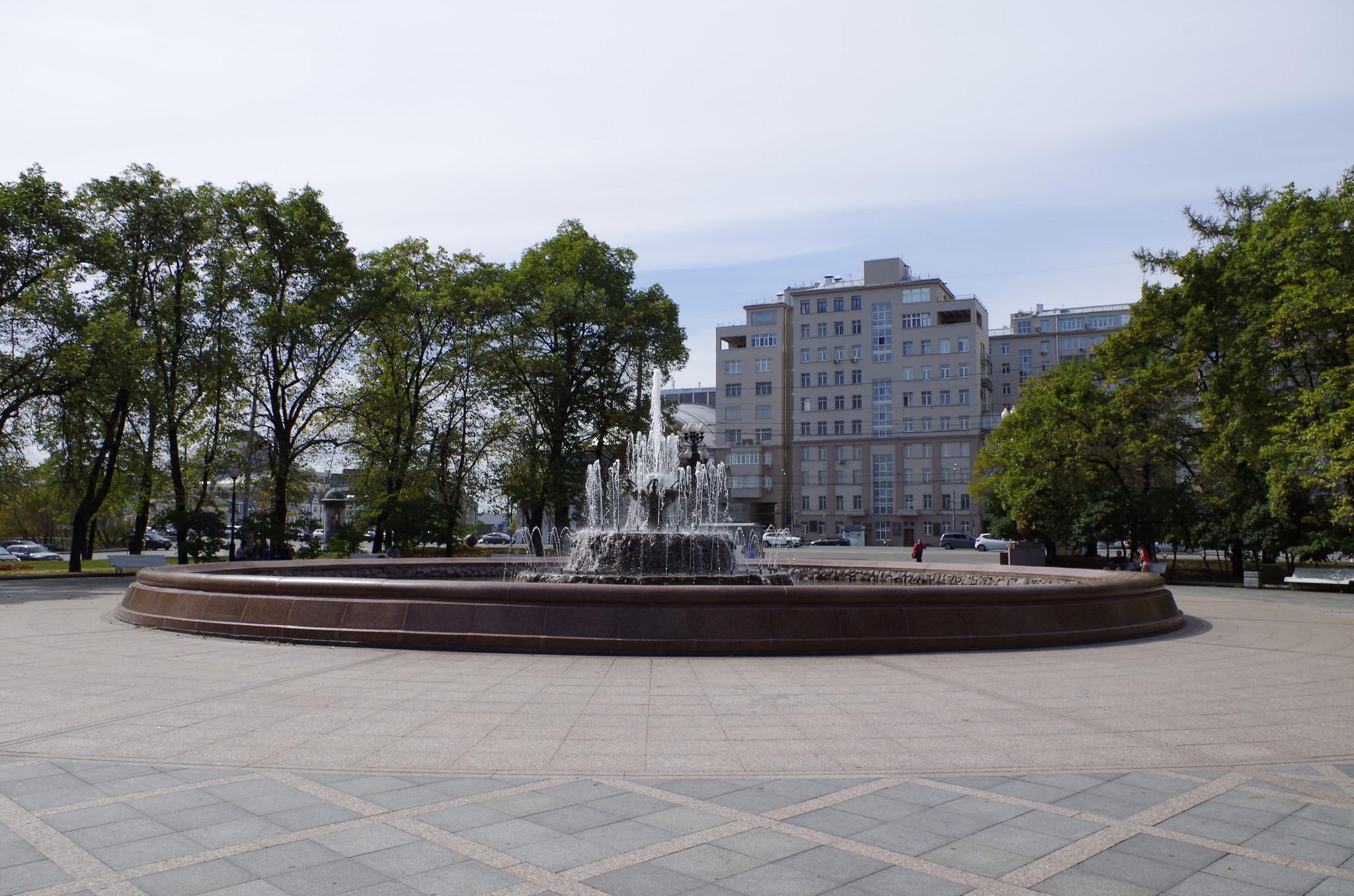 Фонтан Репинский на Болотной площади