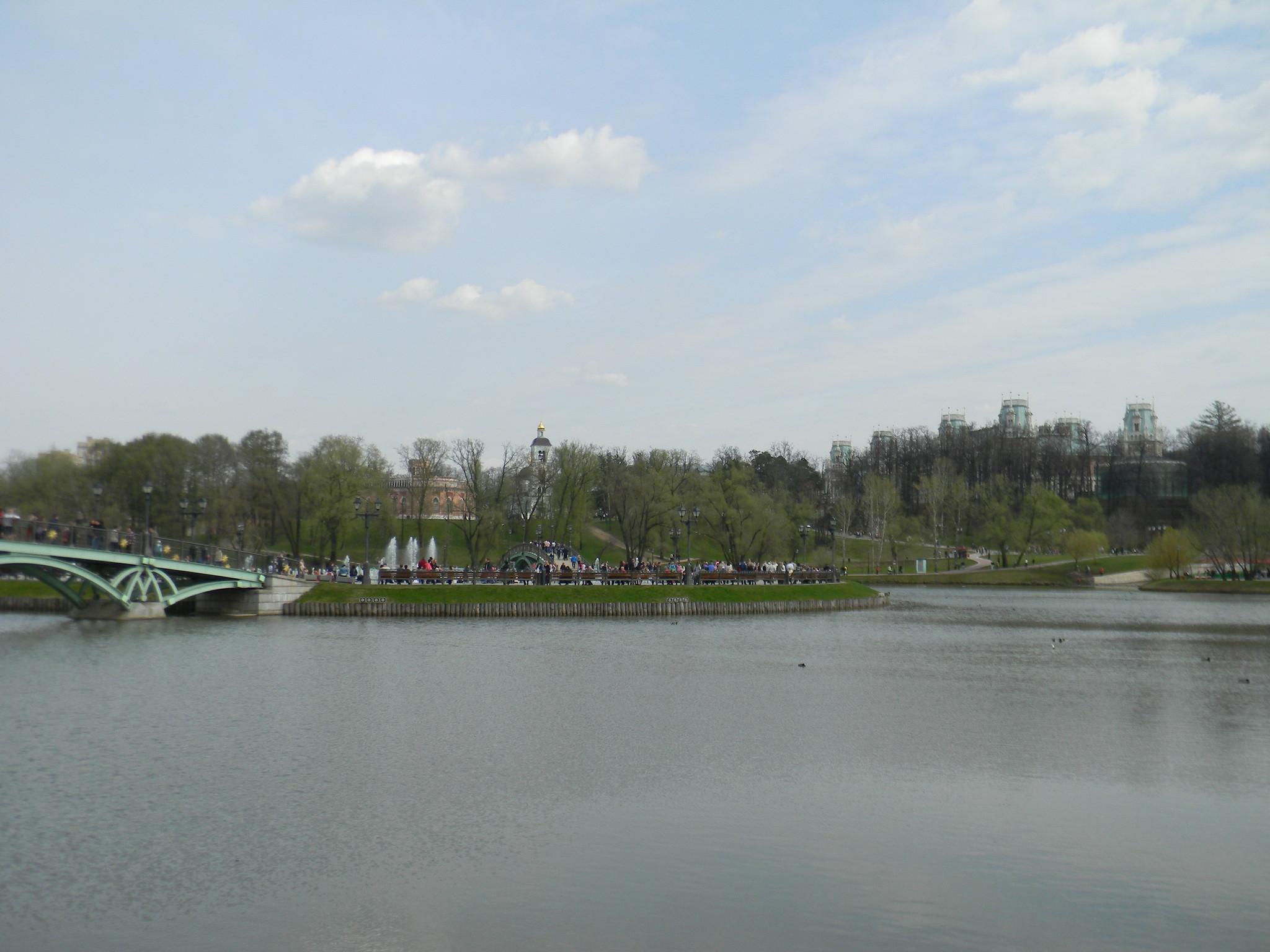 «Поющий фонтан» на острове Среднего Царицынского пруда