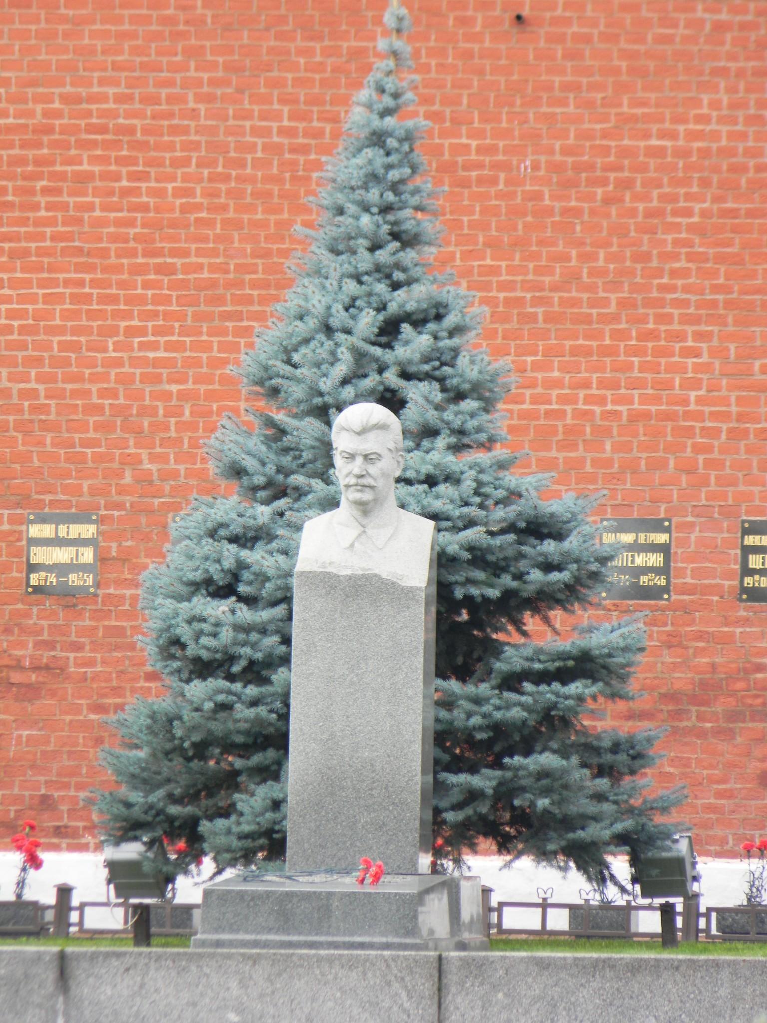 Могила И.В. Сталина у Кремлёвской стены