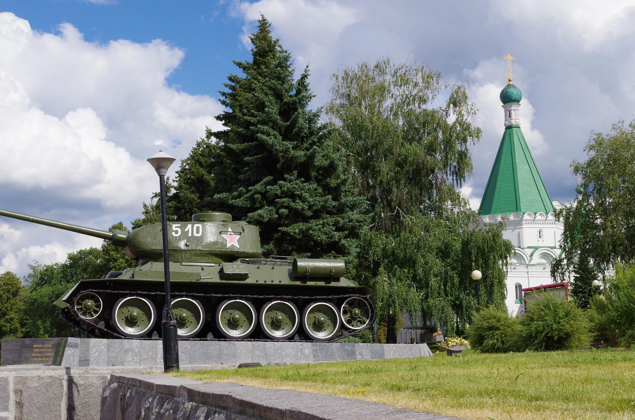 Танк Т-34-85 установлен 9 мая 1970 года в Нижегородском кремле