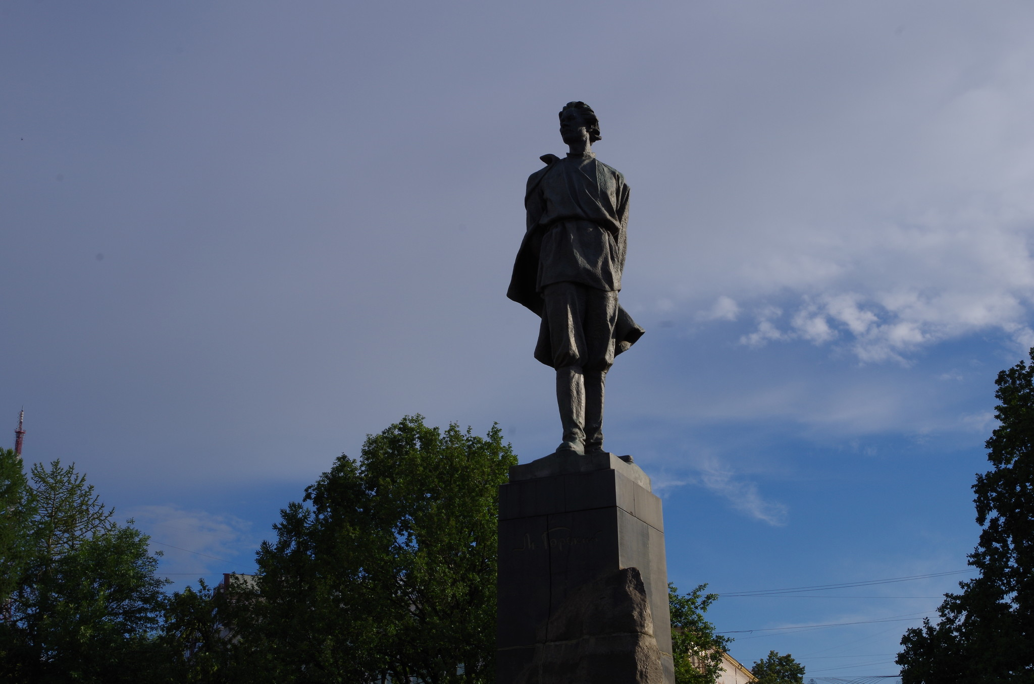 Памятник Максиму Горькому в Нижнем Новгороде, находящийся в сквере на площади Горького