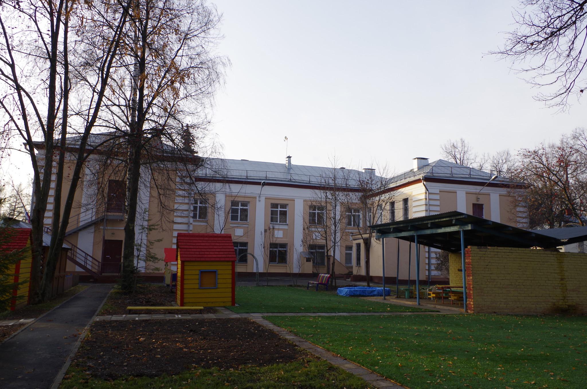 Детский сад № 610 (комбинированного вида, с логопедическими группами). Адрес: 127204, Москва, Северная 3-я линия, дом 15