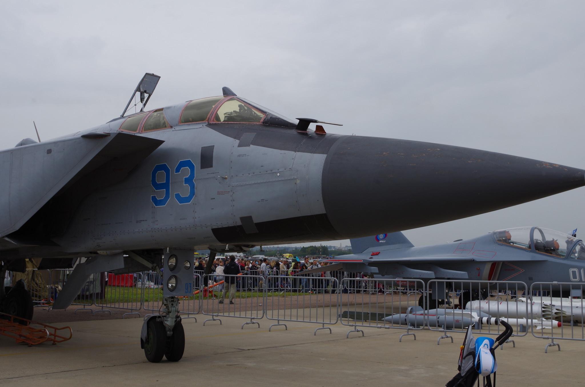 МиГ-31 — двухместный сверхзвуковой всепогодный истребитель-перехватчик дальнего радиуса действия