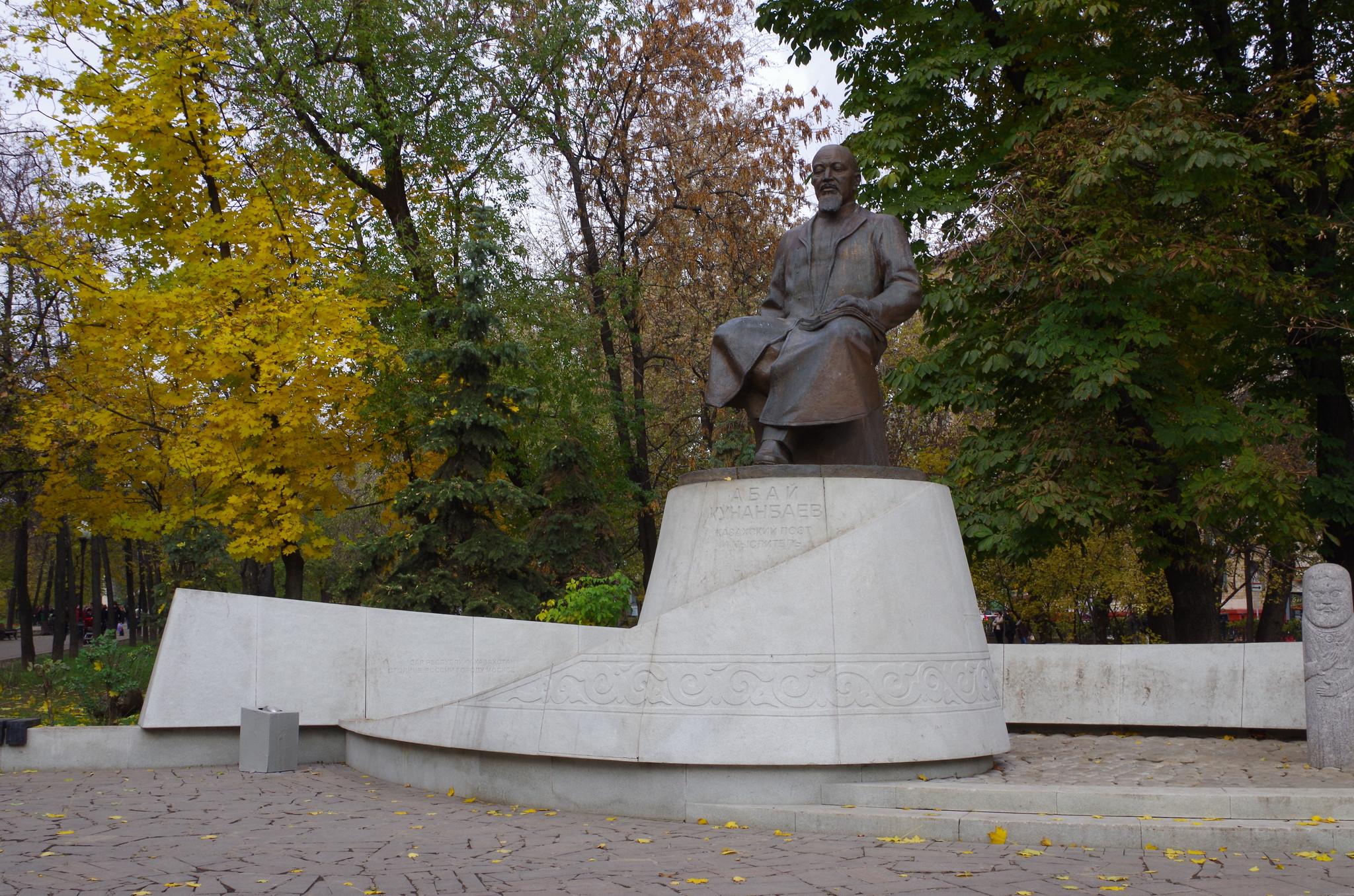Памятник Абаю Кунанбаеву на Чистопрудном бульваре был открыт в 2006 году