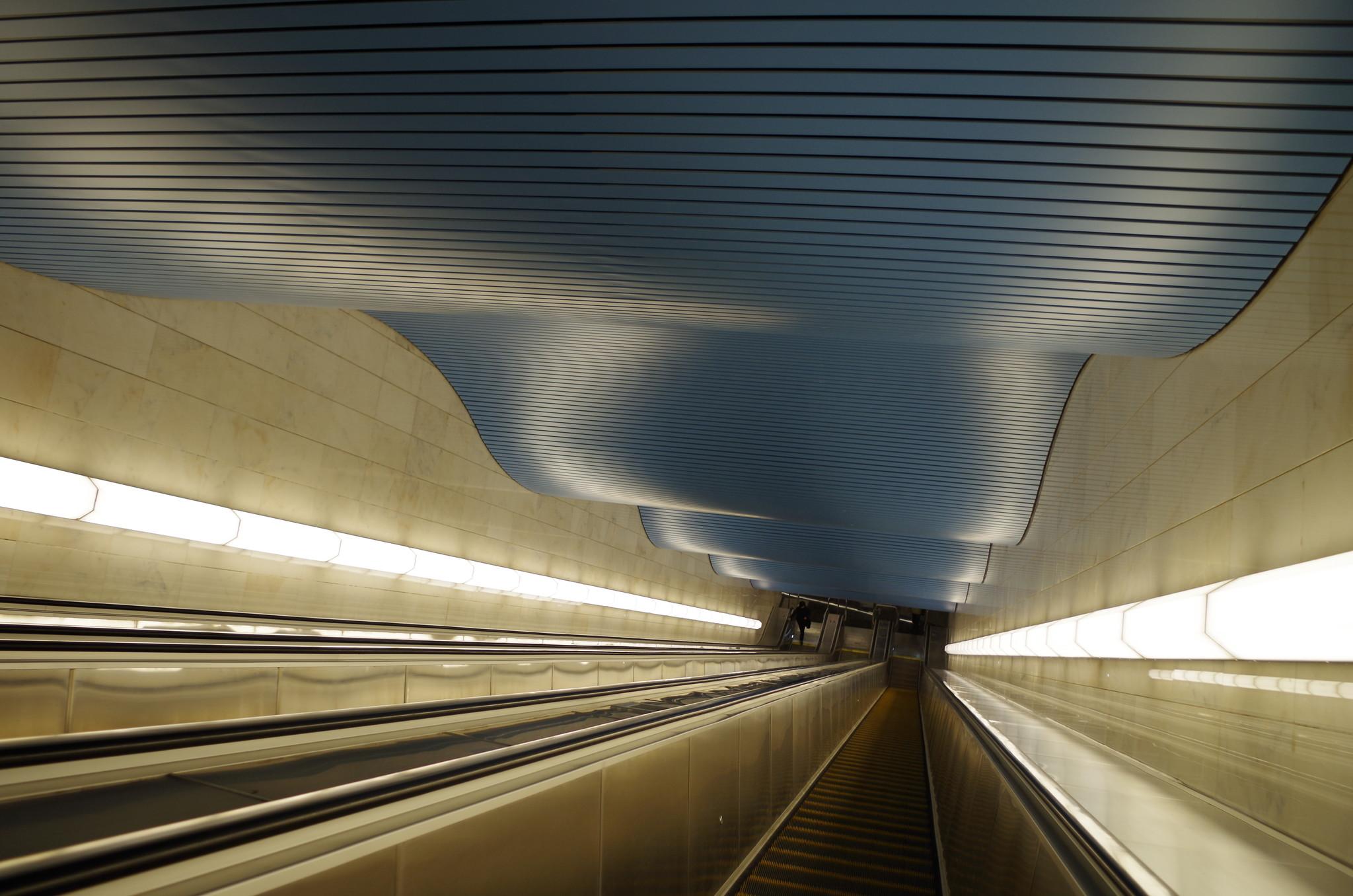 Эскалатор на станции метро «Деловой центр»