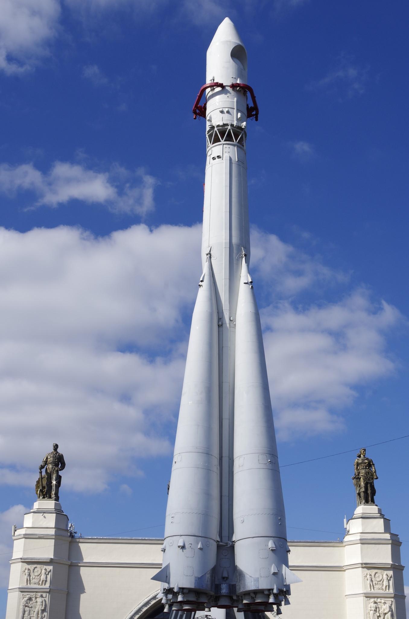 Макет ракеты-носителя «Восток» в Москве на территории ВДНХ