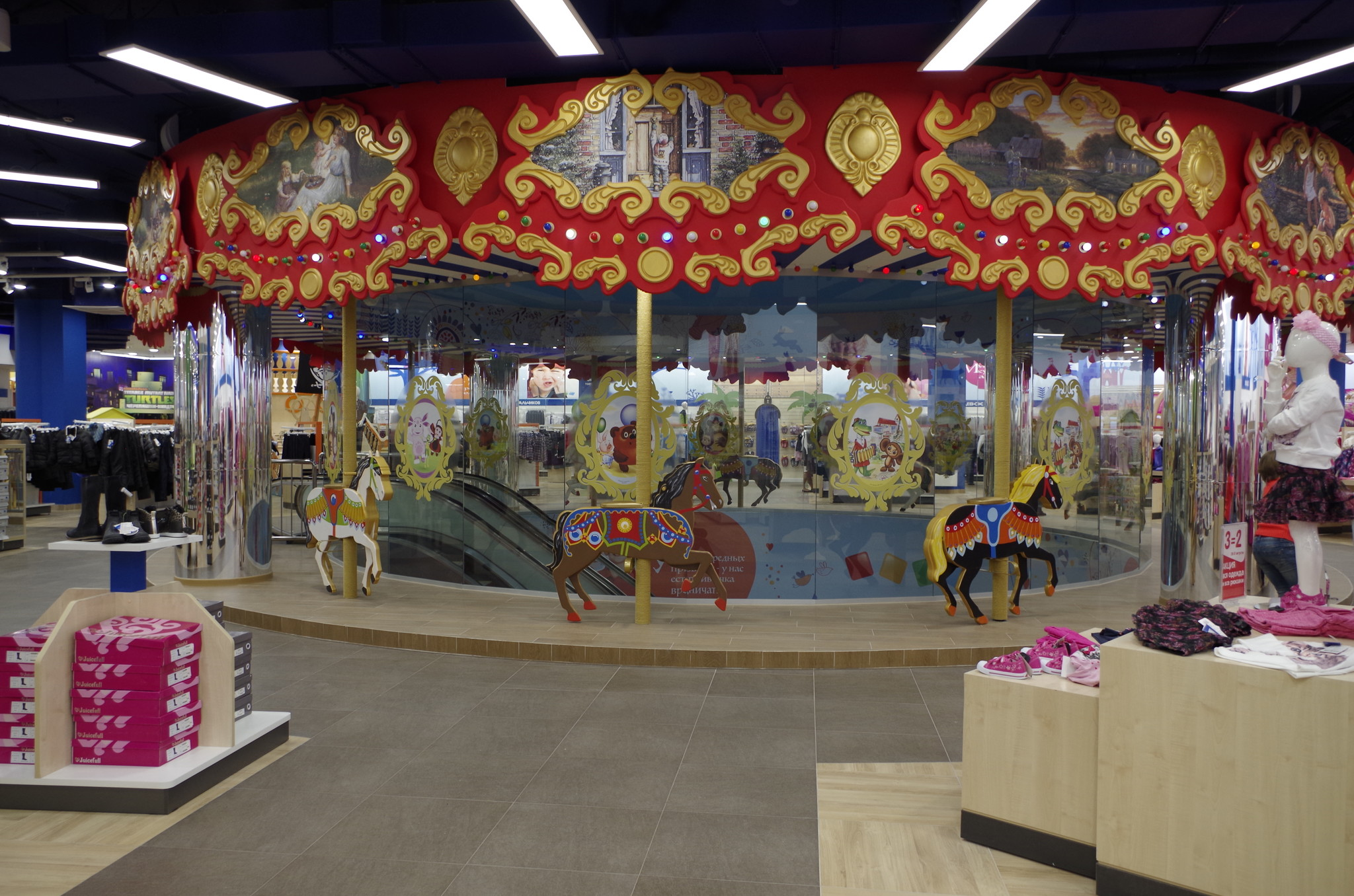 Магазин компании «Детский мир» в здании «Военторга» на Воздвиженке