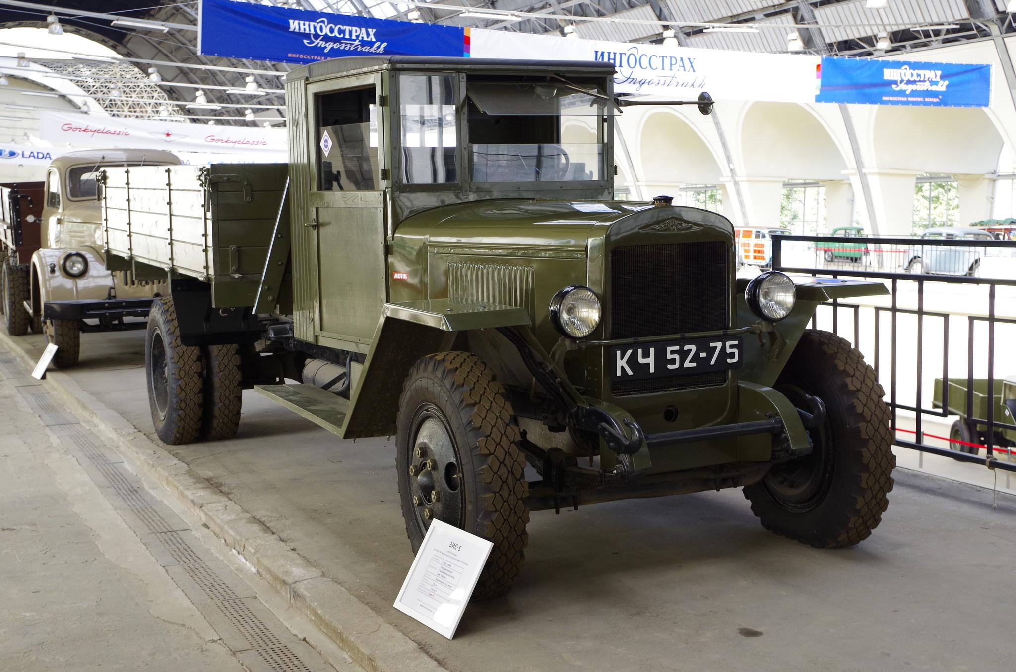 ЗИС-5 («трёхтонка») - советский грузовой автомобиль, второй по массовости после ГАЗ-АА грузовик 1930-40-х годов