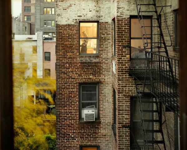 Подглядывать за окнами