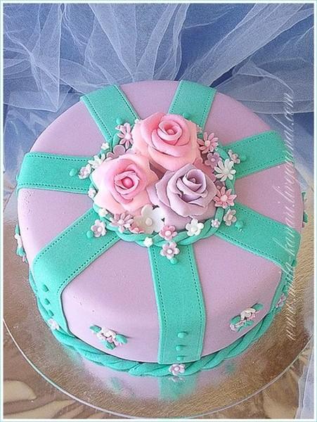 Торт с цветами для мамы из мастики