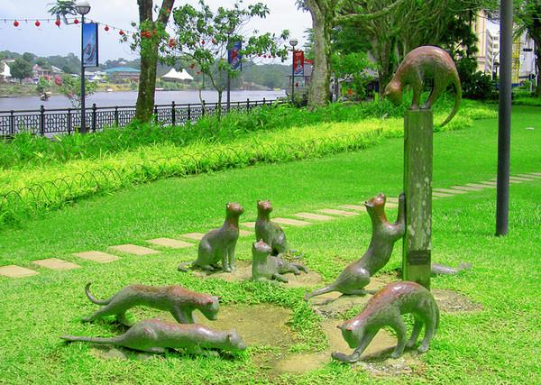 Кучинг - город кошек