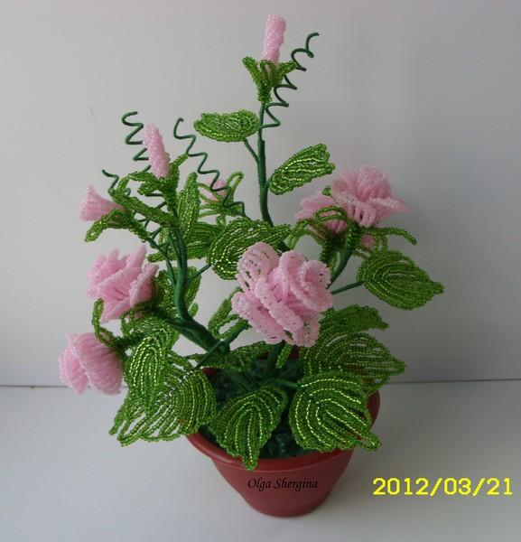 Розовые розы из чешского