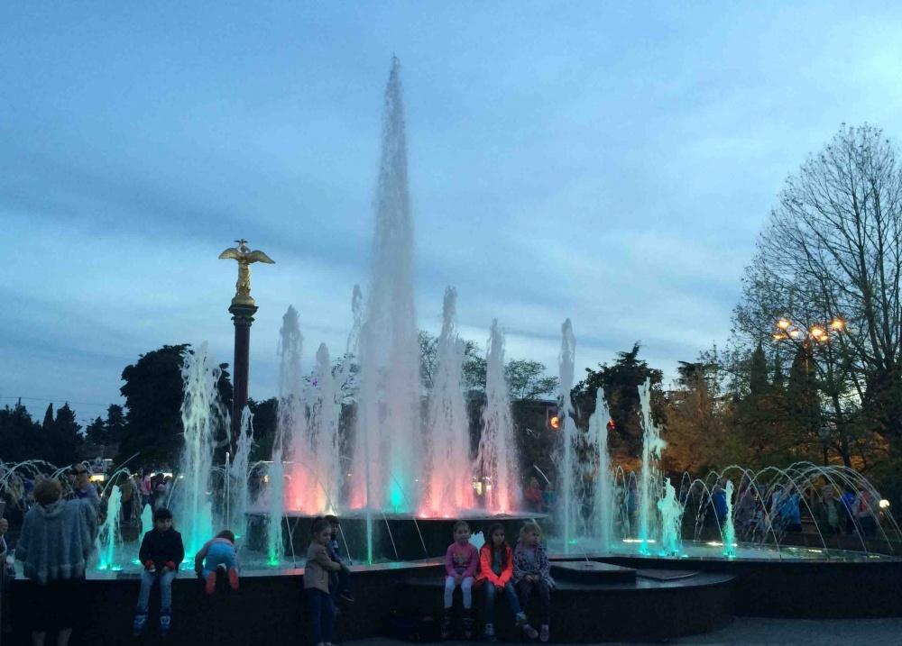 Что представляет собой этот фонтан и как он связан с