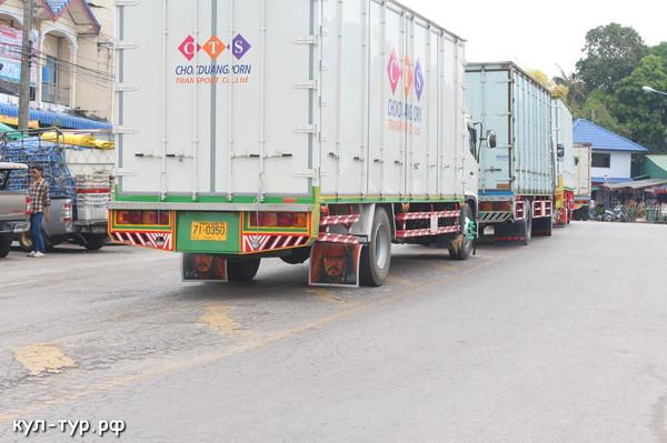 грузовики на таможне