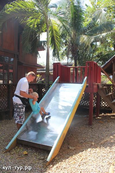 детская площадка в тайланде
